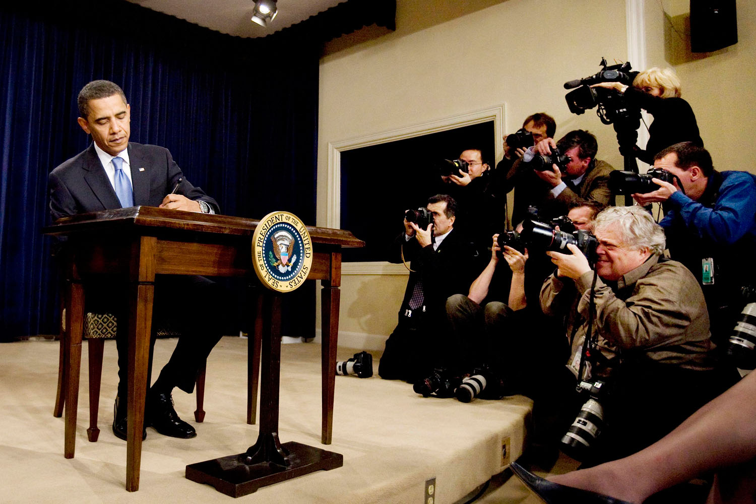 President Obama signs an executive order on Executive Branch ethics in the White House January 21, 2009.