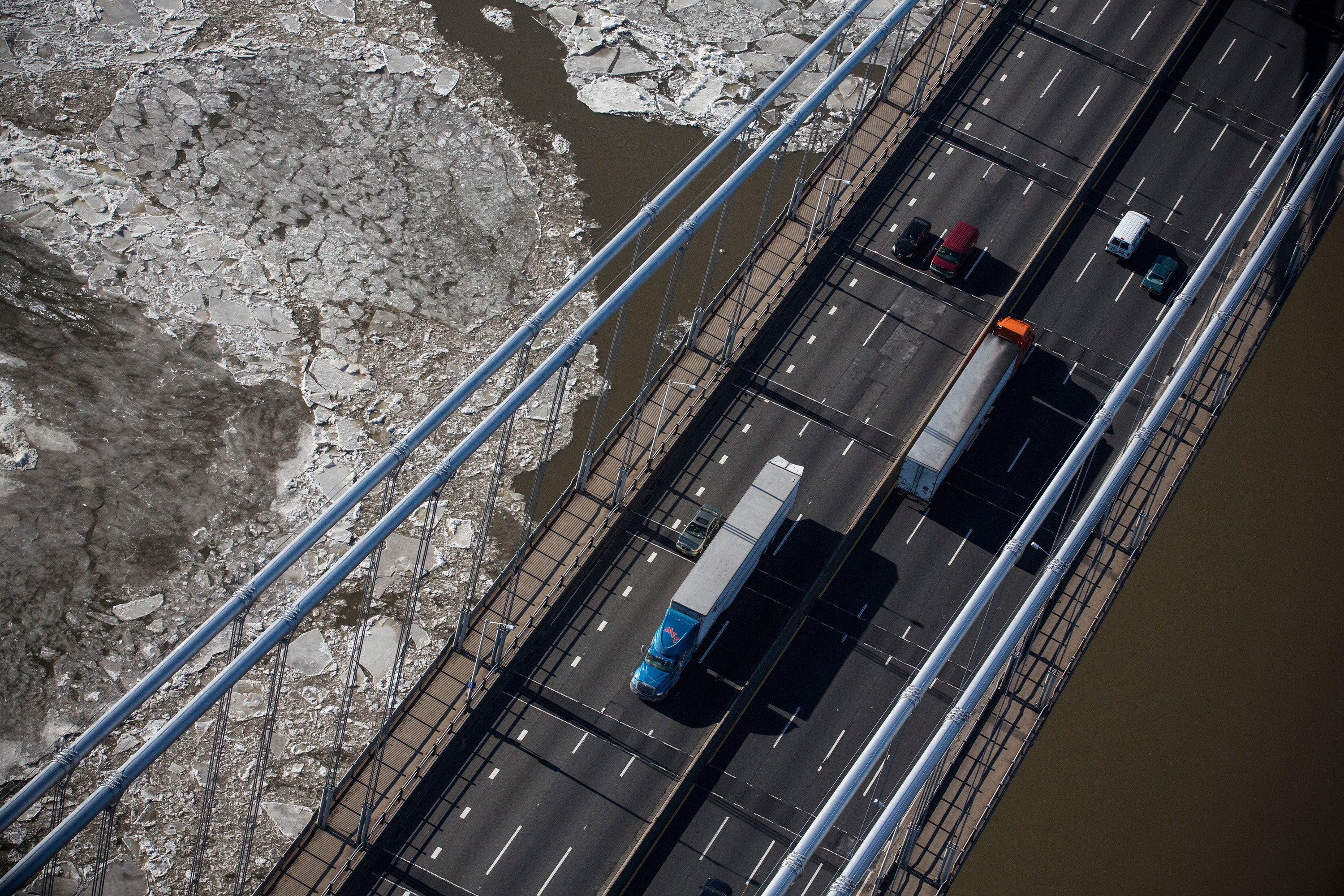 Traffic drives across the George Washington Bridge on January 9, 2014 in Fort Lee, N.J.