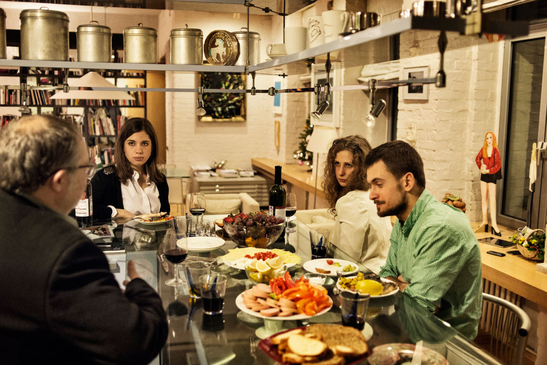 Maria Alyokhina,  Nadezhda Tolokonnikova and Pyotr Verzilov (Nadezhda's husband) visit Marat Gelman, a prominent gallery owner and culture critic, at his home.