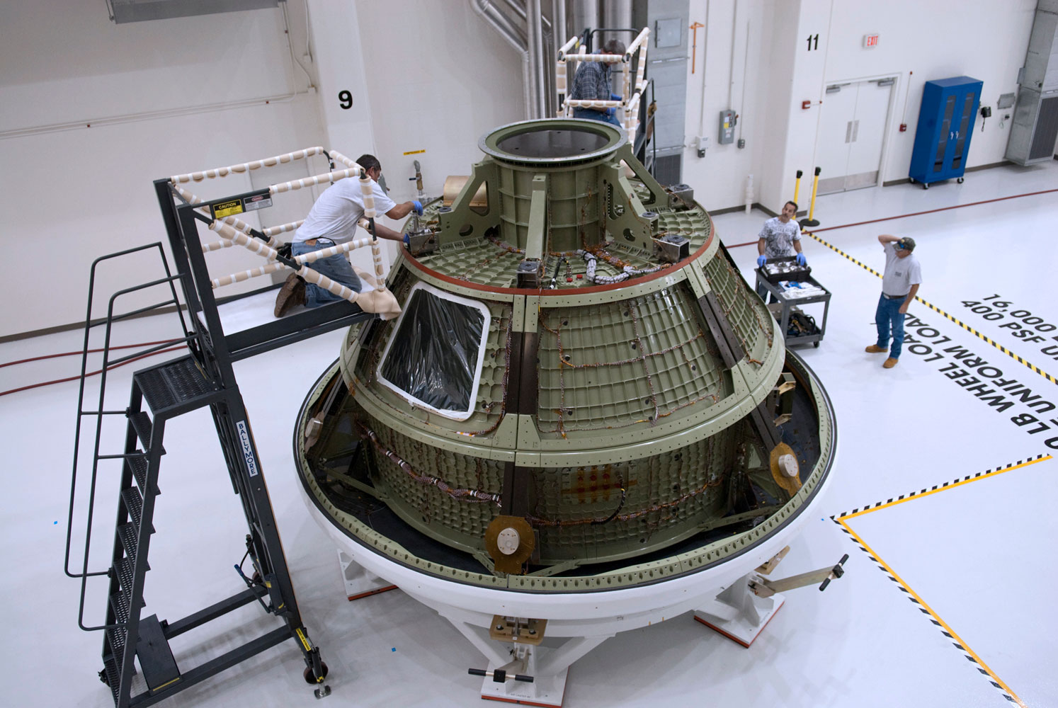 A test version of Orion arrived at the Kennedy Space Center on April 21, 2012. This model will be used for ground operations practice in advance of the first test flight.