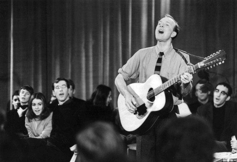 Pete Seeger performs on a TV show in East Berlin, on Jan. 3, 1967.