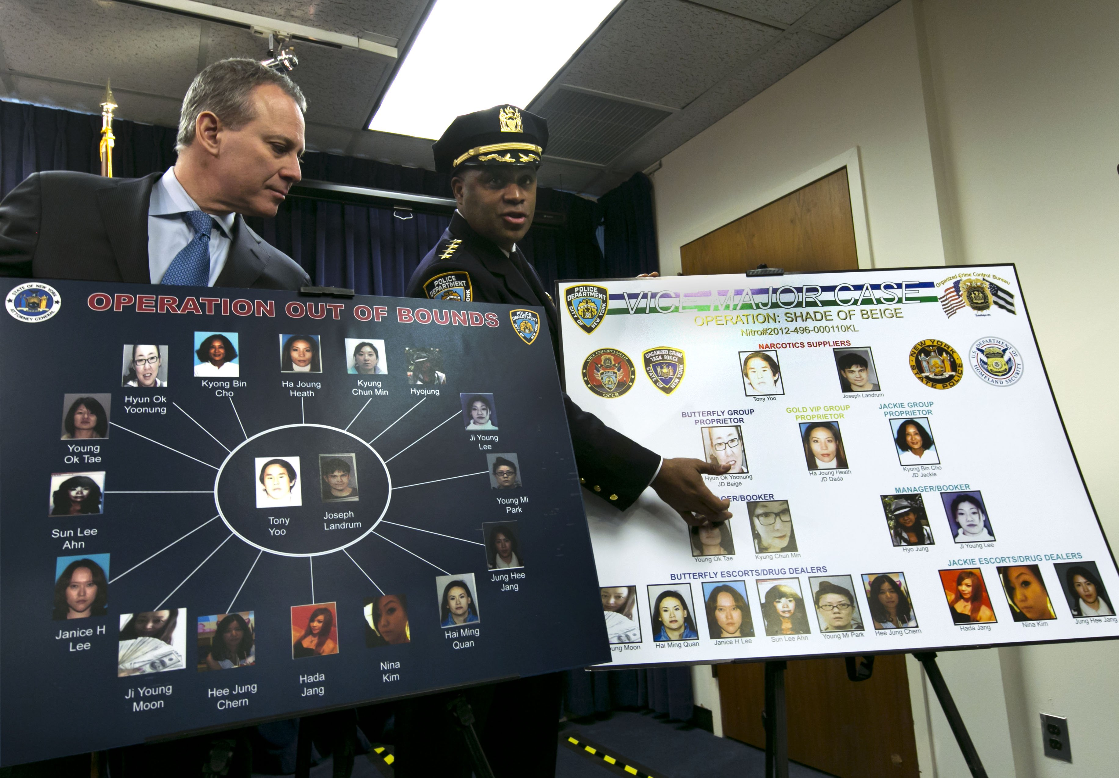 From left: New York Attorney General Eric Schneiderman and New York City Police Dept. Chief of Department Philip Banks display a chart relating to the Super Bowl  party packs  at a news conference, in New York City, on Jan. 30, 2014.