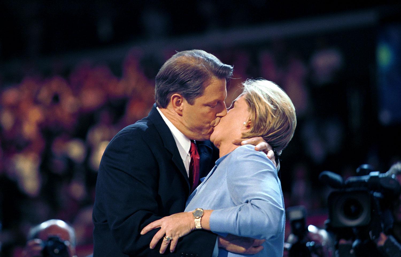 Vice President Al Gore kisses his wife Tipper Gore