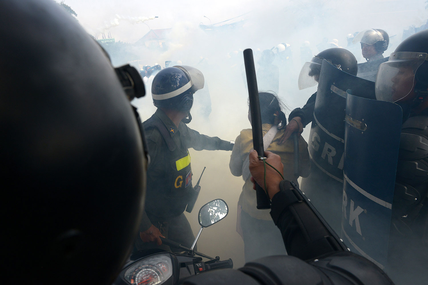 Cambodian military police clash with protesters during a protest in Phnom Penh on Jan. 27, 2014
