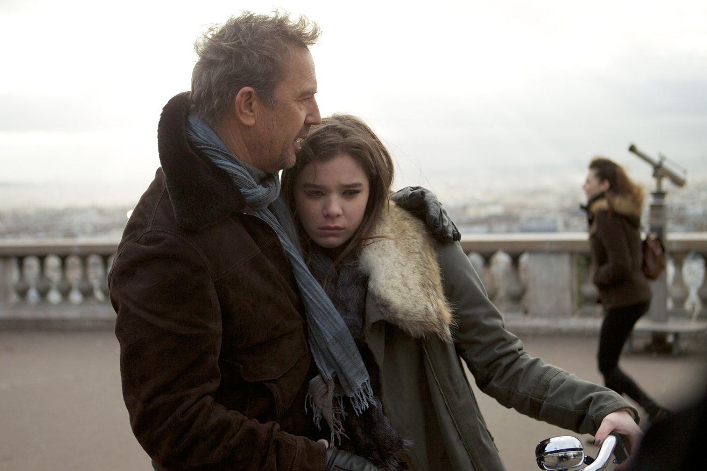 Kevin Costner and Hailee Steinfeld star in 3 Days to Kill.