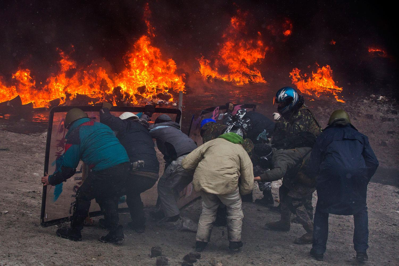 Protesters clash with police in central Kiev, Jan. 22, 2014.