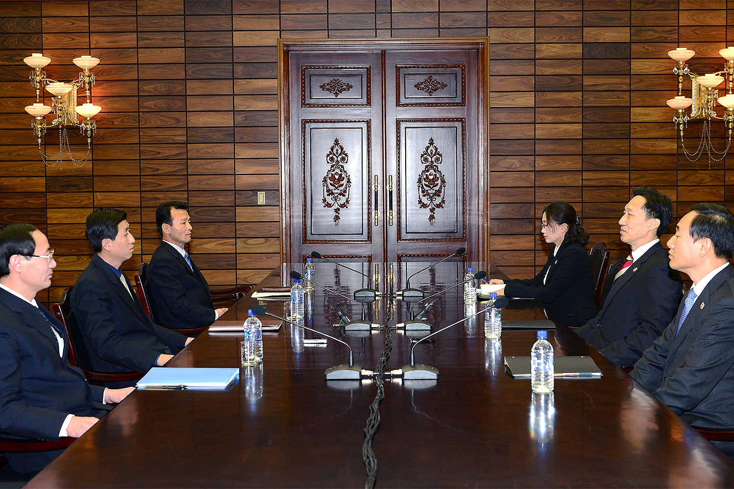 In this handout provided by South Korean Unification Ministry, Lee Duk-Haeng (R, Center), the head of South Korea's working-level delegation to family reunion talks with his North Korean counterpart Park Yong-Il (L, Center) during their meeting on Feb. 5, 2014 in Panmunjom, North Korea