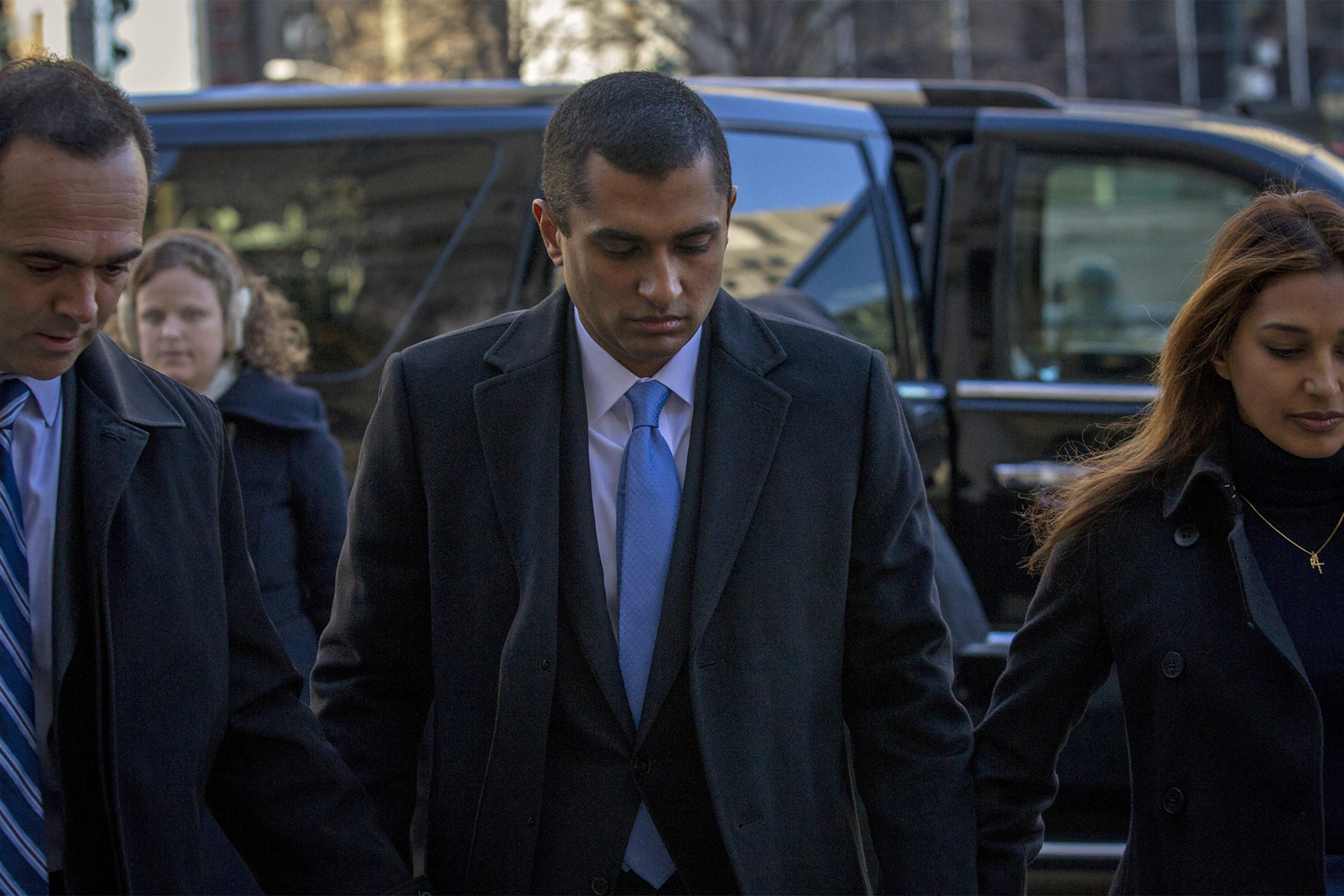 Former SAC Capital portfolio manager Mathew Martoma (C) arrives at the Manhattan Federal Courthouse with his lawyer in New York, January 7, 2014. Martoma is charged with using confidential information provided by two doctors involved in clinical trial to trade in drug companies Elan Corp Plc and Wyeth, which is now owned by Pfizer Inc.