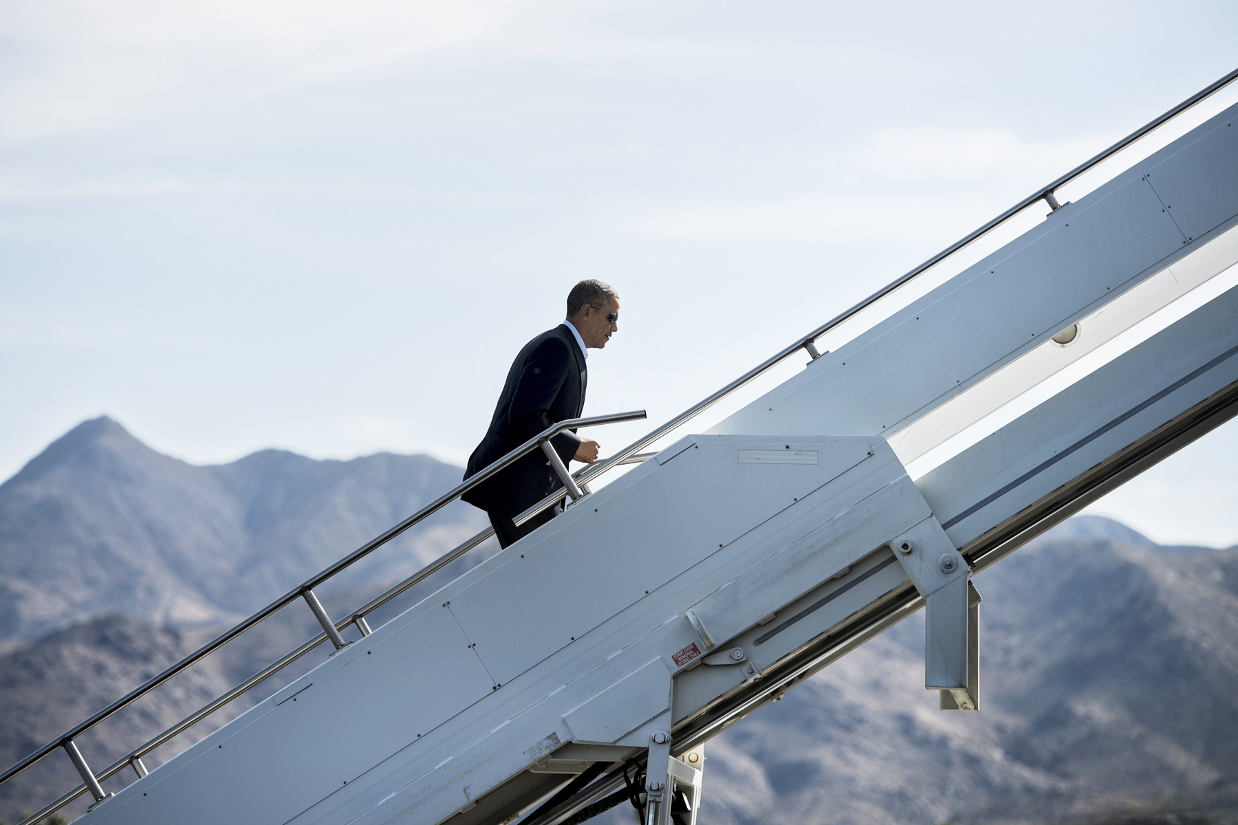 US President Barack Obama boards Air Force One at Palm Springs International Airport, Feb. 17, 2014 in Palm Springs, California. President Obama is returning to Washington,DC after spending the holiday weekend golfing in California.