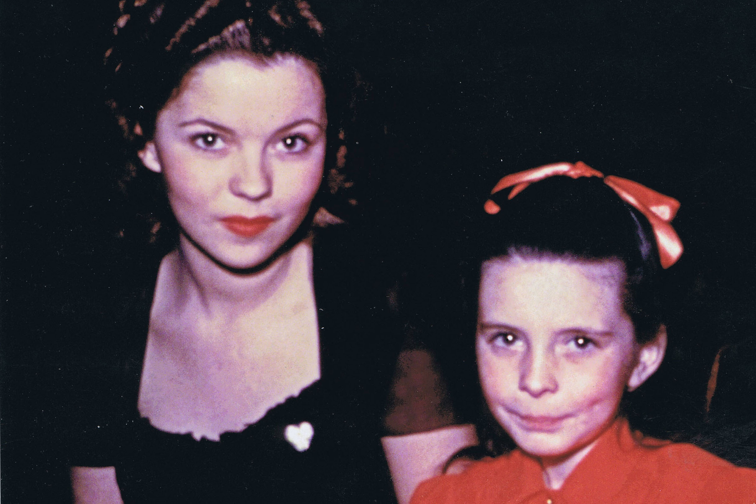 Temple (l.) and O'Brien (r.) at dinner on Valentine's in 1945.