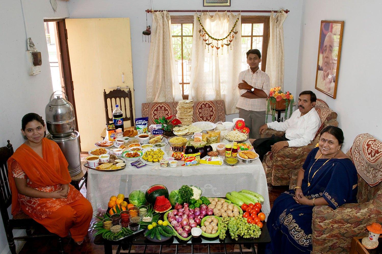 India: The Patkars of Ujjain - Food expenditure for one week: 1,636.25 rupees or $39.27. Family Recipe: Sangeeta Patkar's Poha (Rice Flakes).