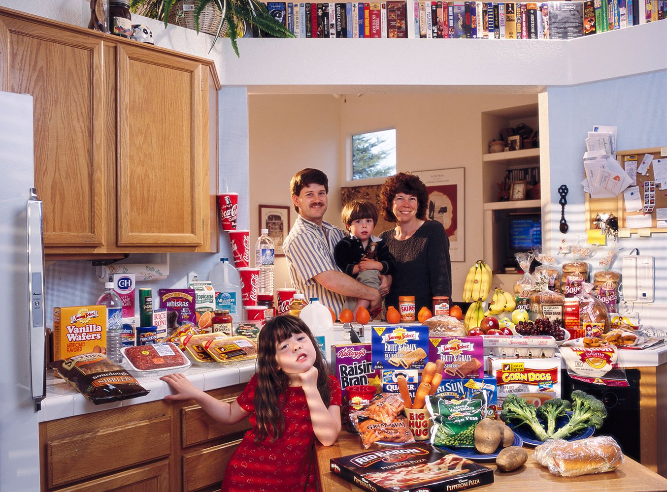 United States: The Caven family of California.                                                              Food expenditure for one week: $159.18.                               Favorite foods: beef stew, berry yogurt sundae, clam chowder, ice cream.