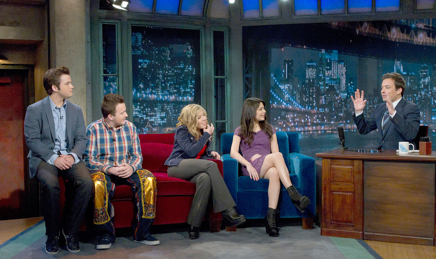 The cast of iCarly and Jimmy Fallon in a cross over episode of iCarly.