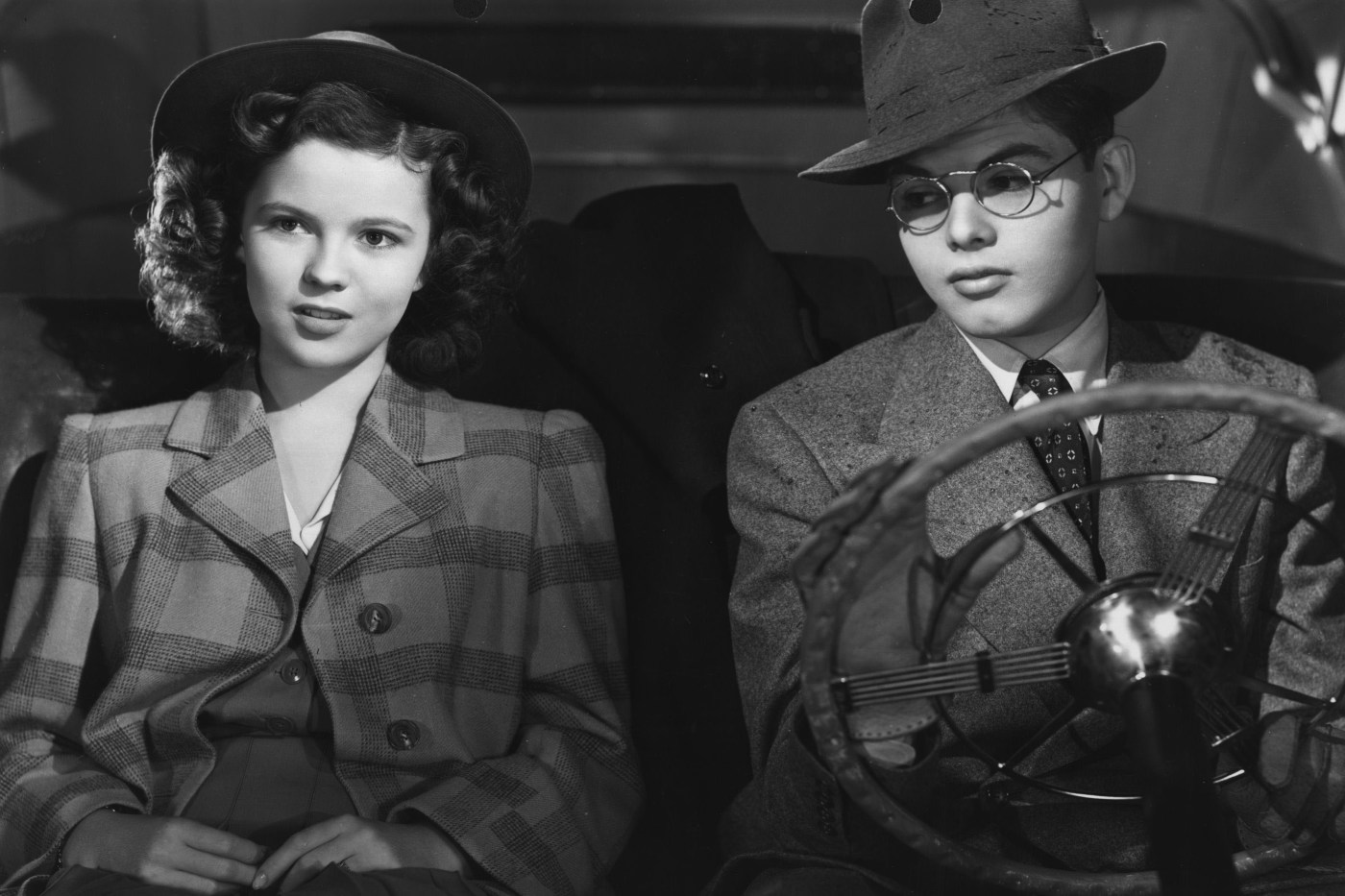 Shirley Temple and actor Dickie Moore in 'Miss Annie Rooney' (1942).
