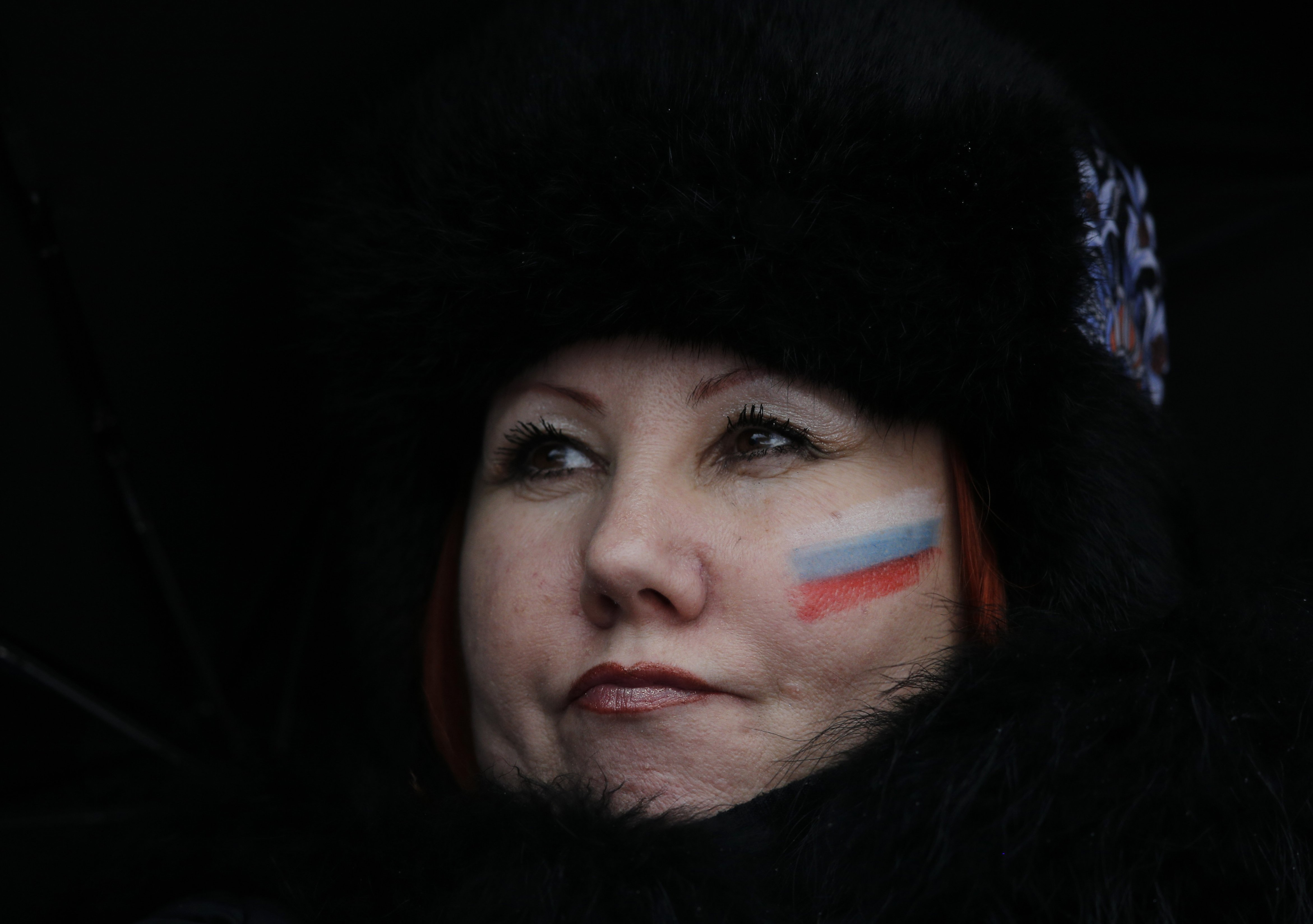 A Russian fan watches the second run of the women's giant slalom.