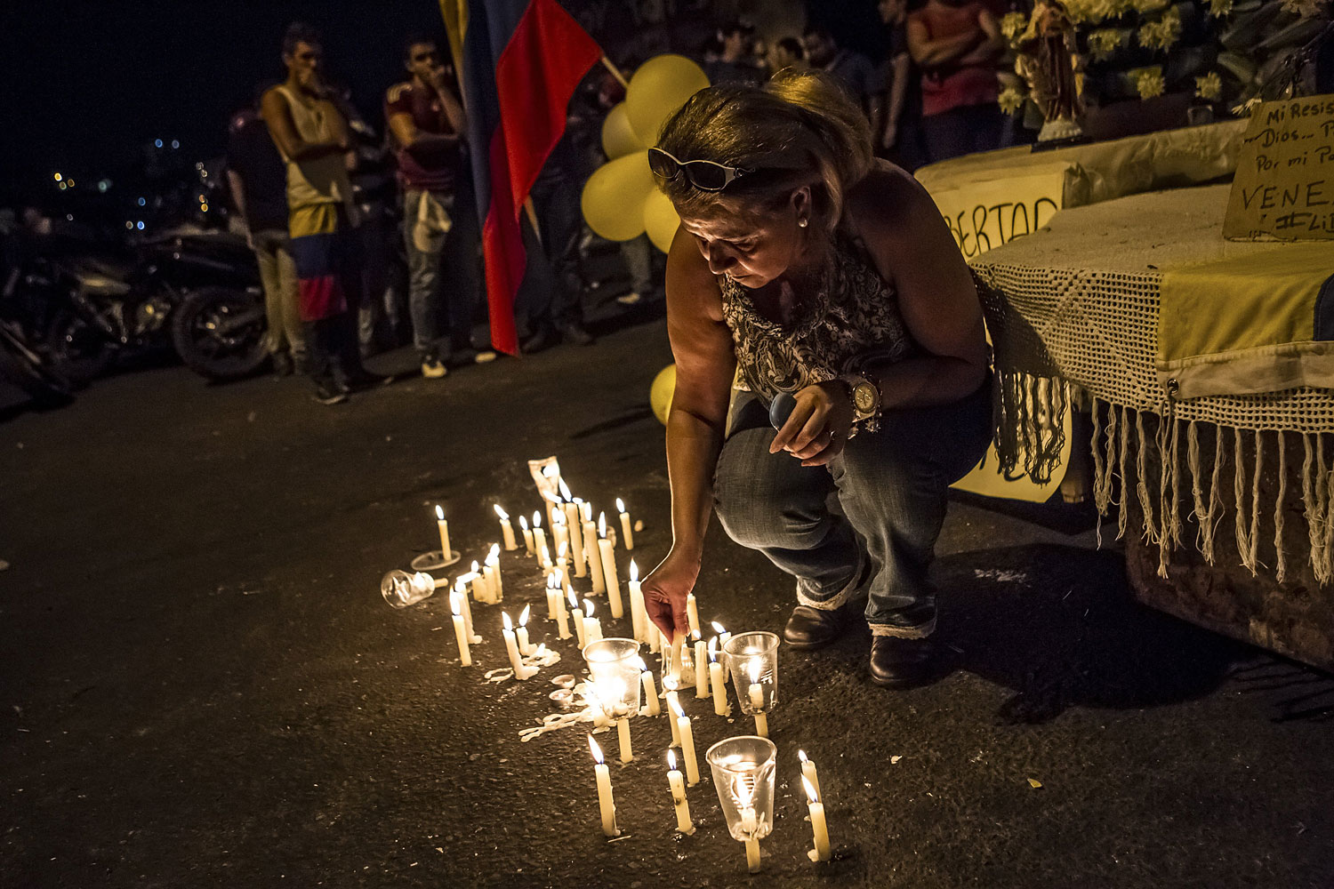 Community members hold mass to pray for the end to violence against protesters in a barricaded area in San Cristobal, Feb. 23, 2014.