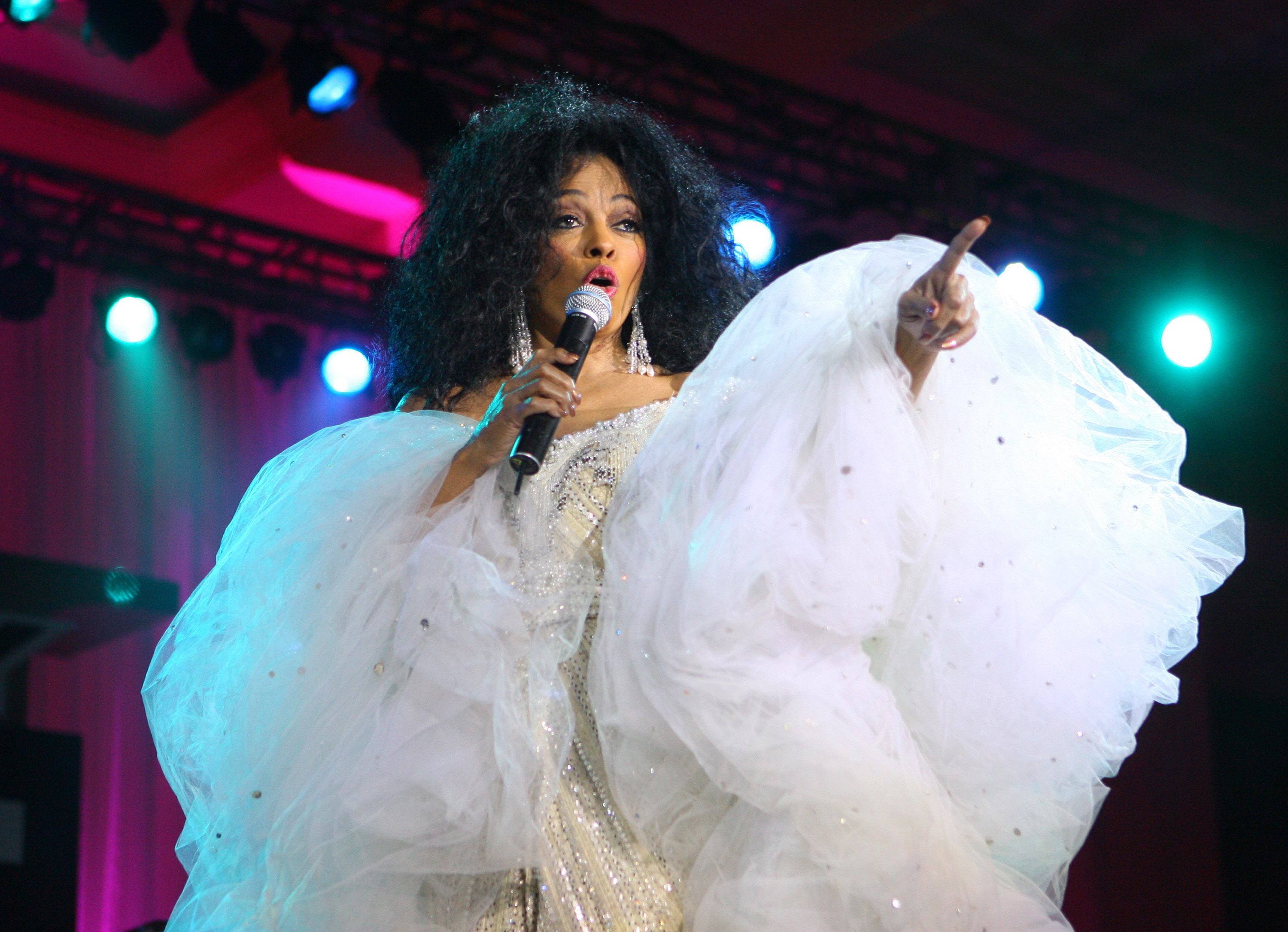 Diana Ross performs at Muhammad Ali's Celebrity Fight Night XIII Show at the Marriott Desert Ridge Resort & Spa in Phoenix, Arizona on March 24, 2007.