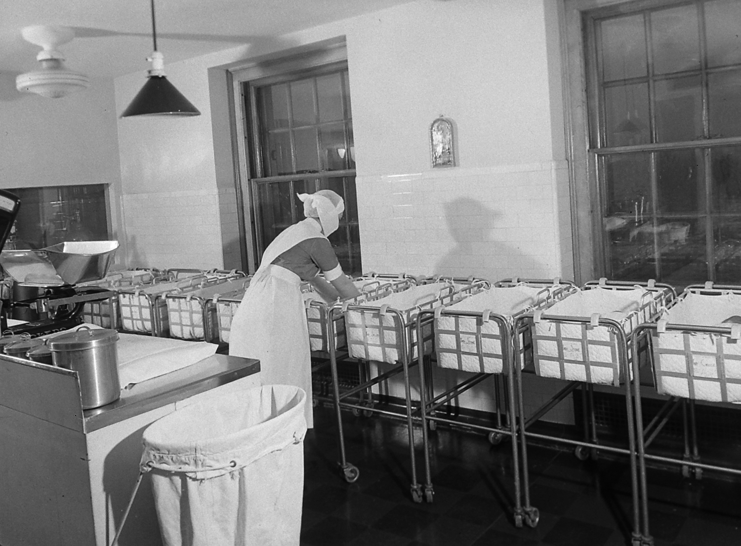 <strong>Not published in LIFE.</strong> Photo from story on premature babies, 1939.
