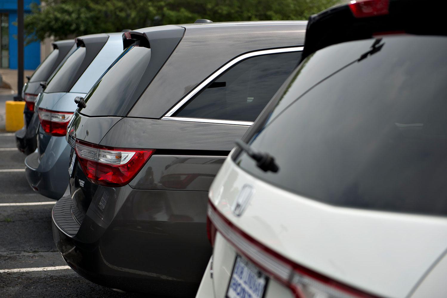 2013 Honda Odyssey minivans sit outside Bob Lindsay Honda in Peoria, Illinois, June 25, 2013.