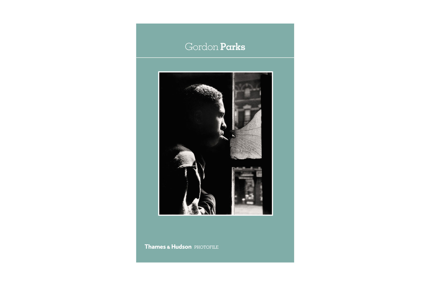Gordon Parks, published by Thames & Hudson Thames & Hudson's pocket sized guide to the vast and varied career of Gordon Parks explores a major American photographer crossing cultural, political and social divides with sophistication, sensitivity and style.