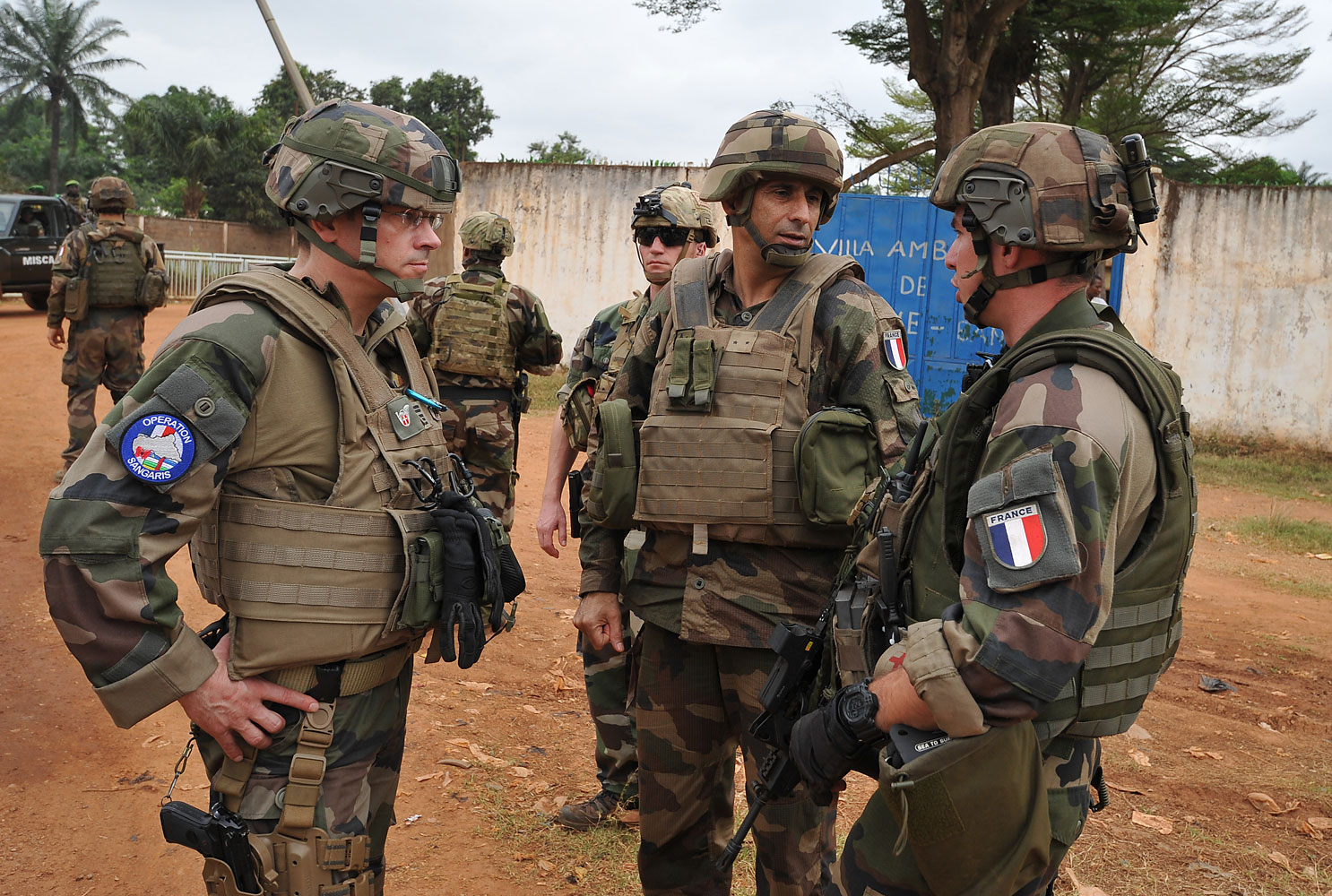 The commander of the French Sangaris operation in Central Africa Francisco Soriano (C) speaks with two soldier in the PK4 district of Bangui on February 27, 2014. The EU has announced that its proposed contingent of troops will soon join African Union and French troops currently deployed in the country.