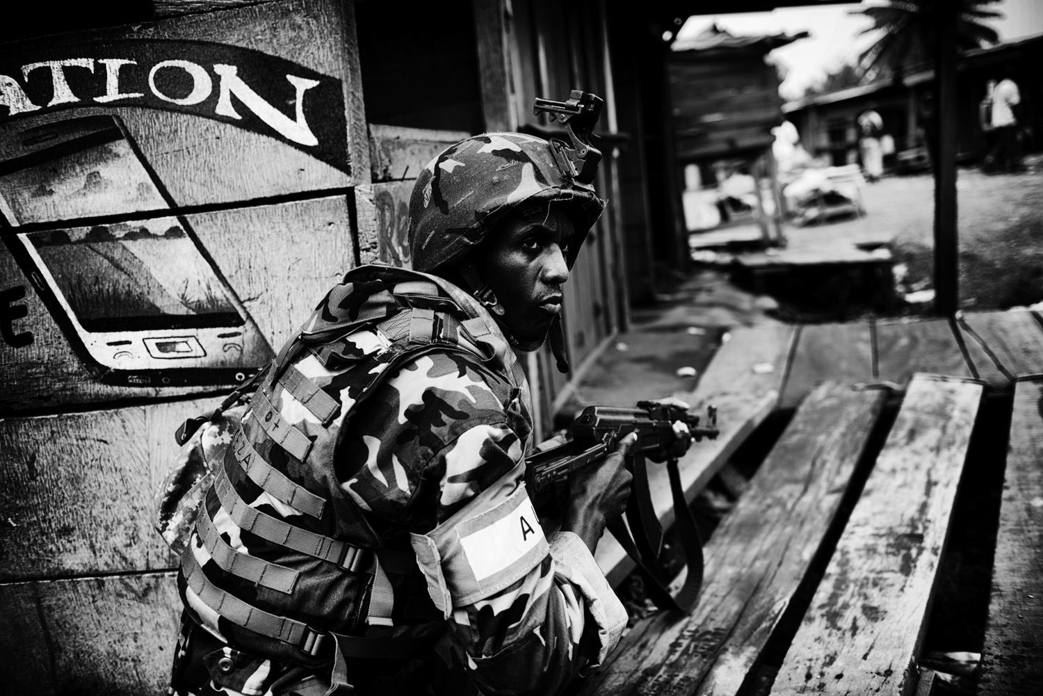 Burundian troops fight against ex-members of Séléka who are hiding in homes of the capital's Miskine district. Feb. 1, 2014.