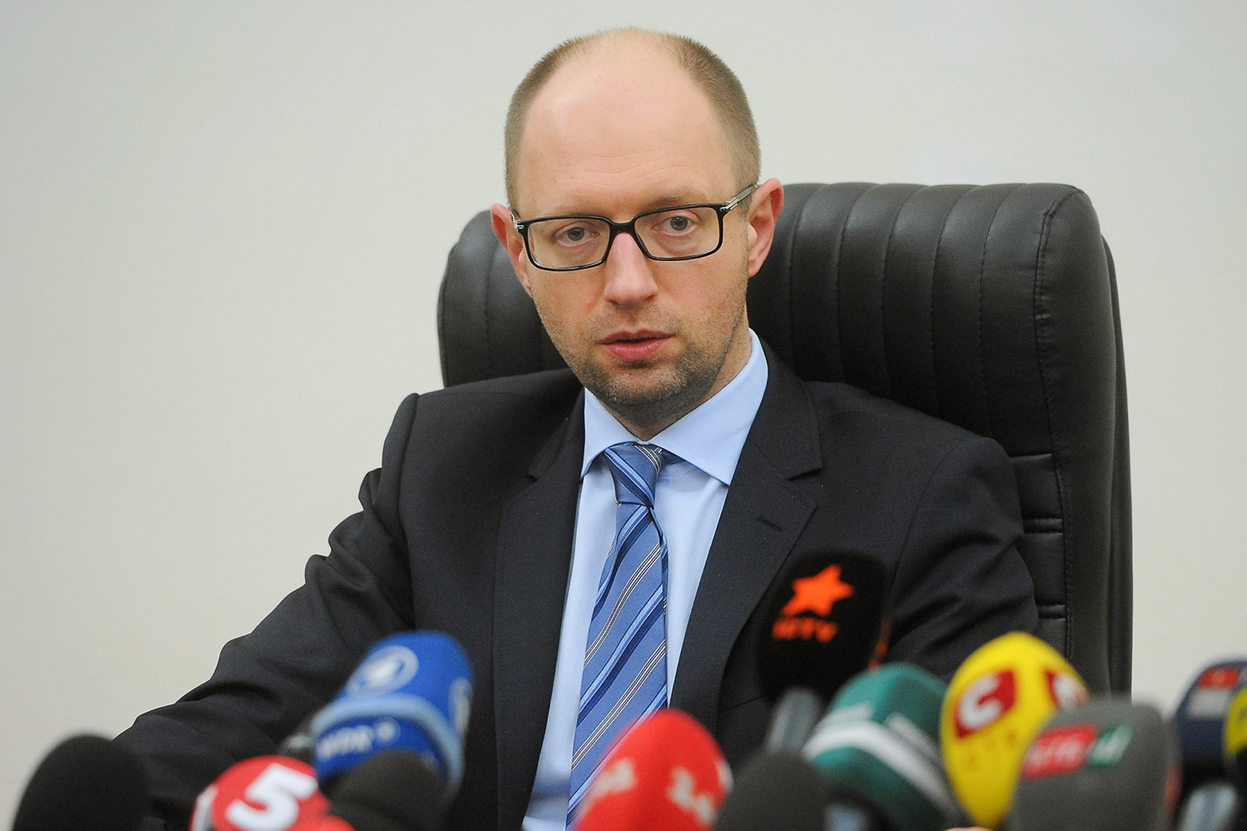 Ukrainian Prime Minister Arseniy Yatsenyuk speaks during a press conference held at the Defense Ministry headquarters in Kiev, Ukraine, on March 18, 2014