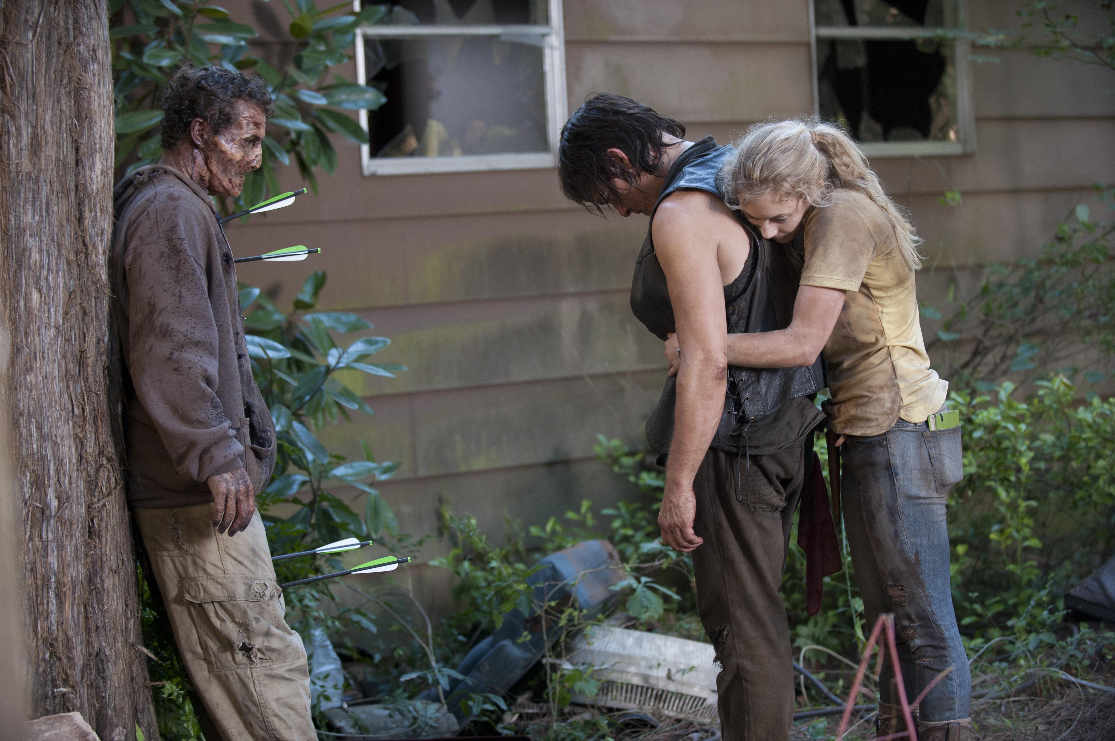 Daryl Dixon (Norman Reedus) and Beth Greene (Emily Kinney)