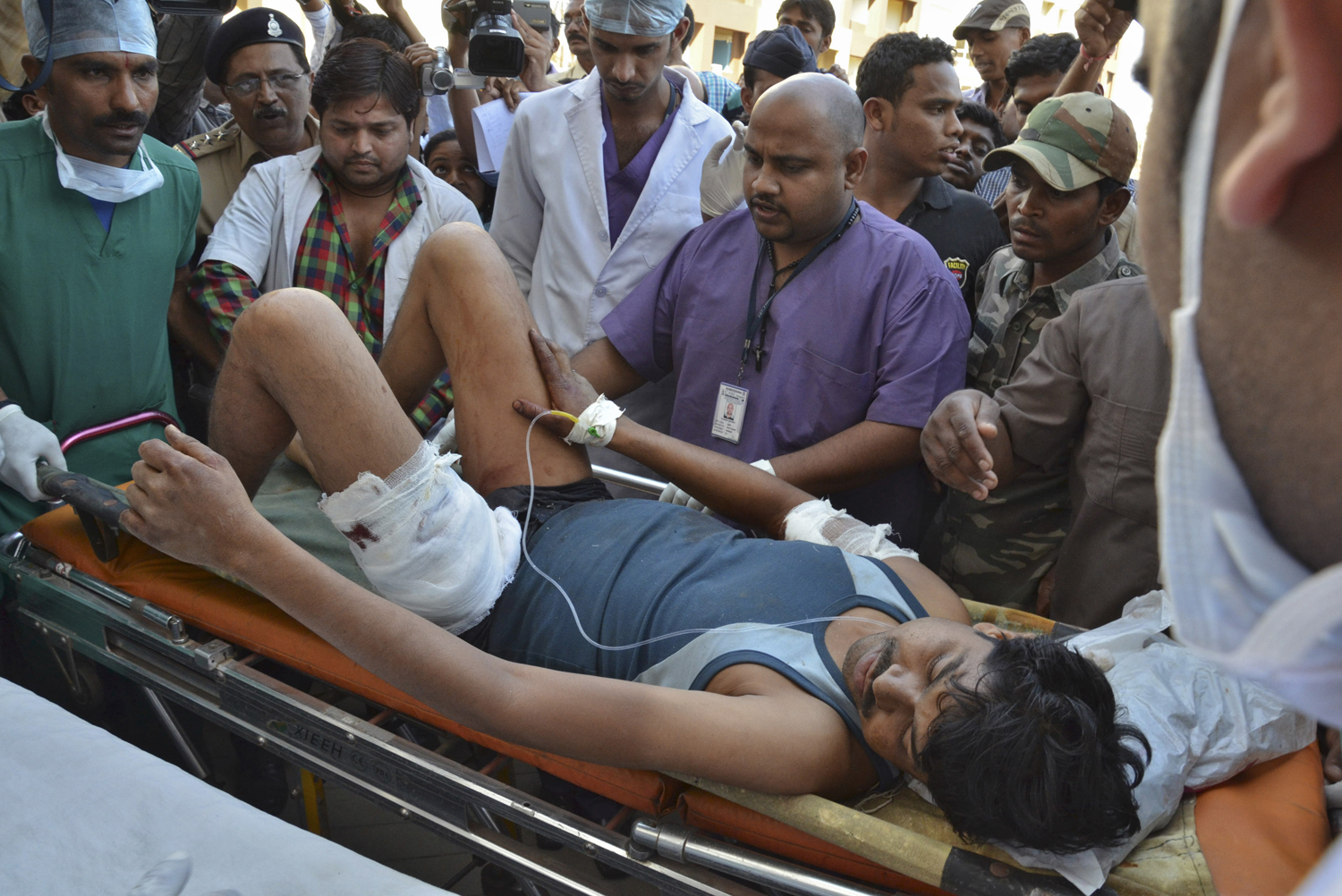 An injured Indian Central Reserve Police Force (CRPF) personnel is taken to a hospital at Raipur in the eastern Indian state of Chhattisgarh March 11, 2014.