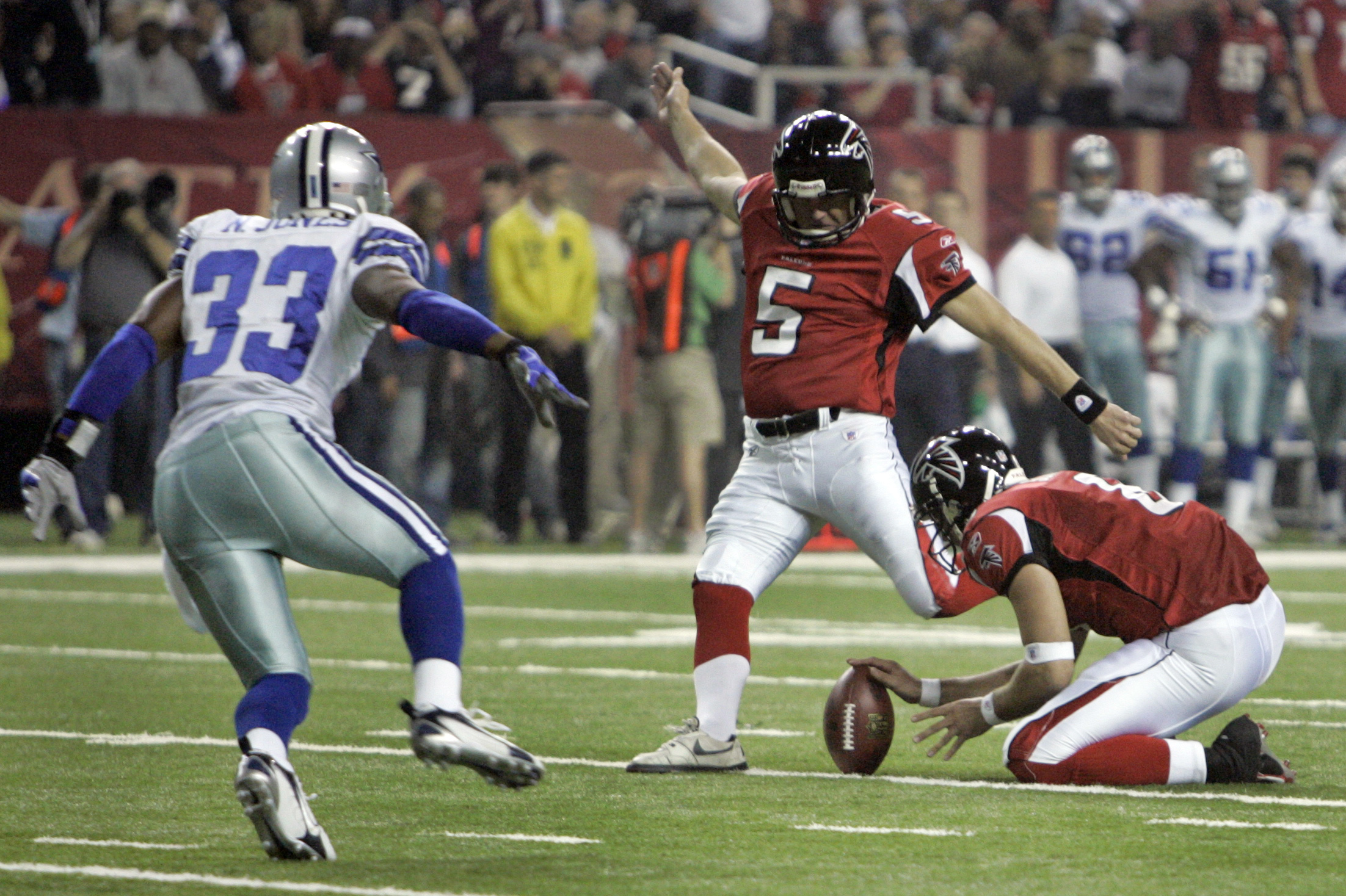 Atlanta Falcons' Matt Schaub holds the ball as Morten Andersen kicks an extra point against the Dallas Cowboys during an NFL game in Atlanta on Dec. 16, 2006