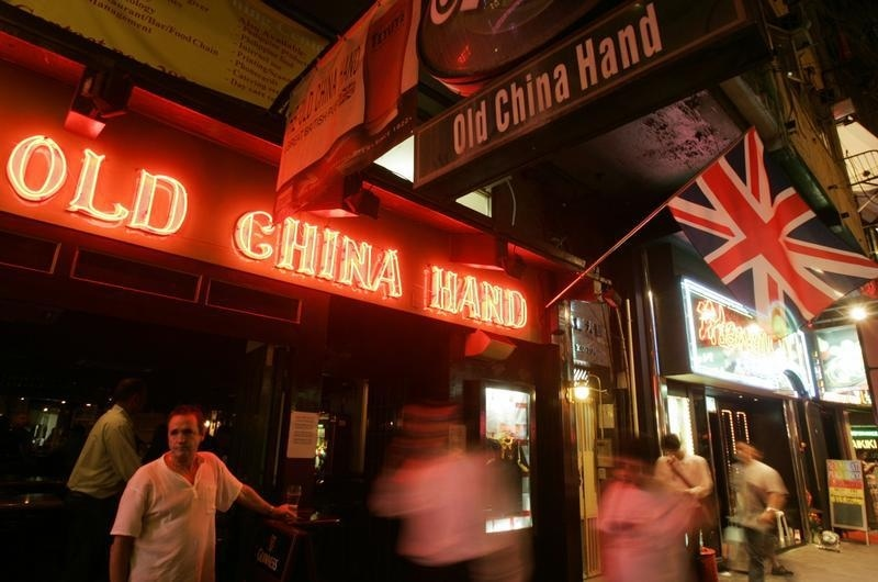 Expatriate men have been targeted by female thieves in bars in the Wan Chai district of Hong Kong