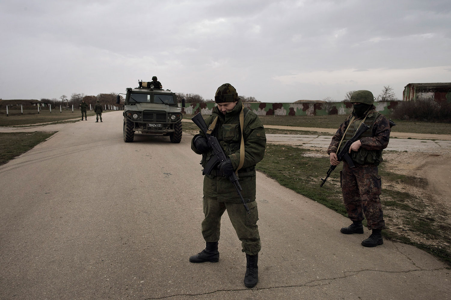 Russian soldiers at the contested Belbek airfield in Crimea on March 4, 2014