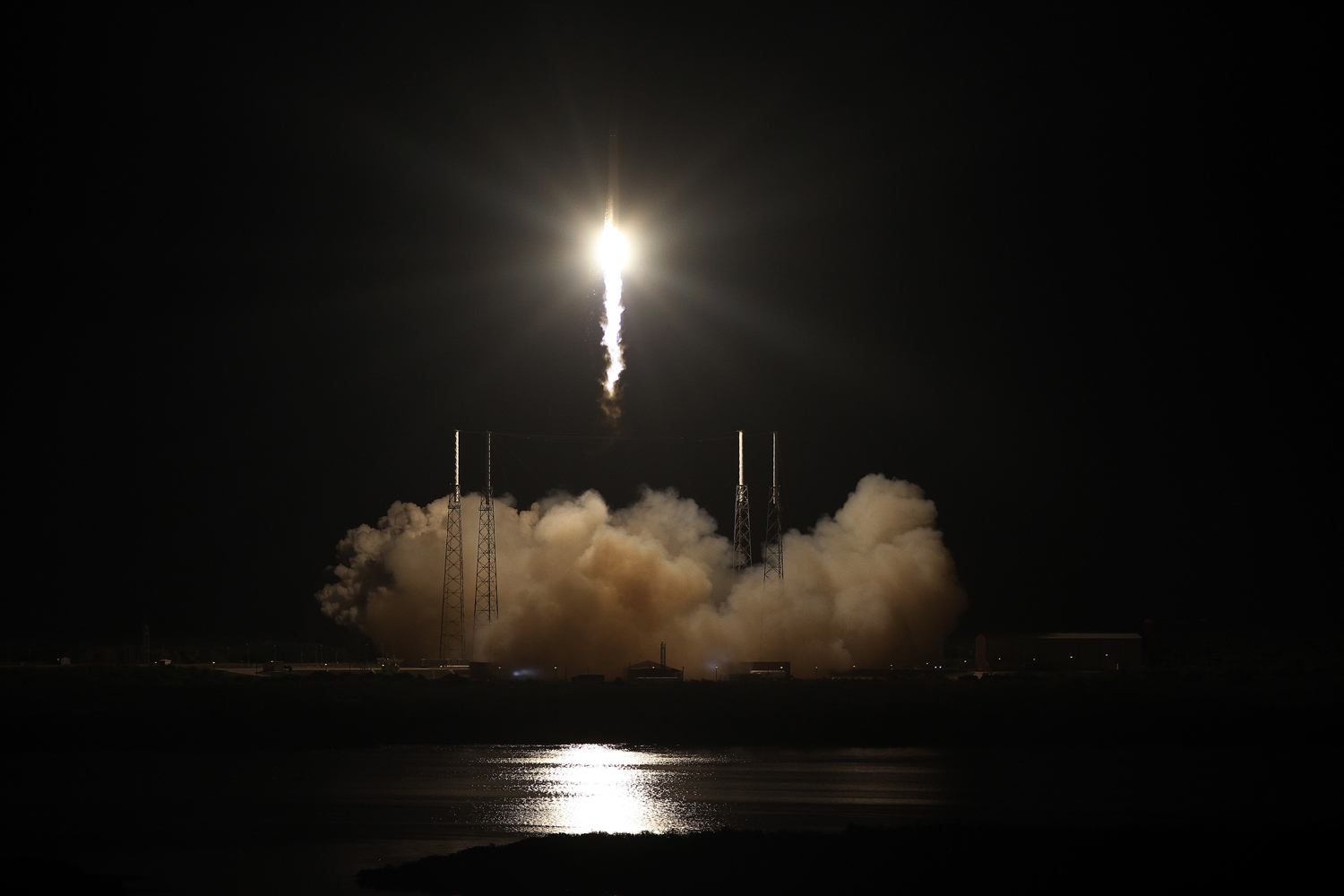 A Falcon 9 rocket carrying the Dragon spacecraft blasts off from Complex 40 at Cape Canaveral, on May 22, 2012.