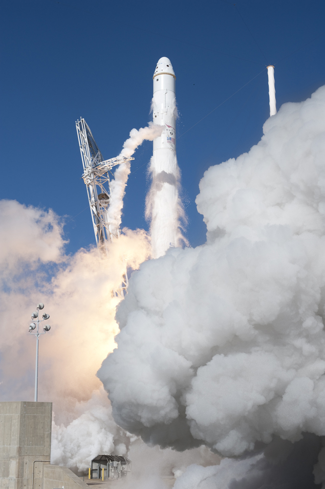 SpaceX'S Falcon 9 rocket and Dragon spacecraft lift off from Launch Complex-40 at Cape Canaveral, on Dec. 8, 2010.