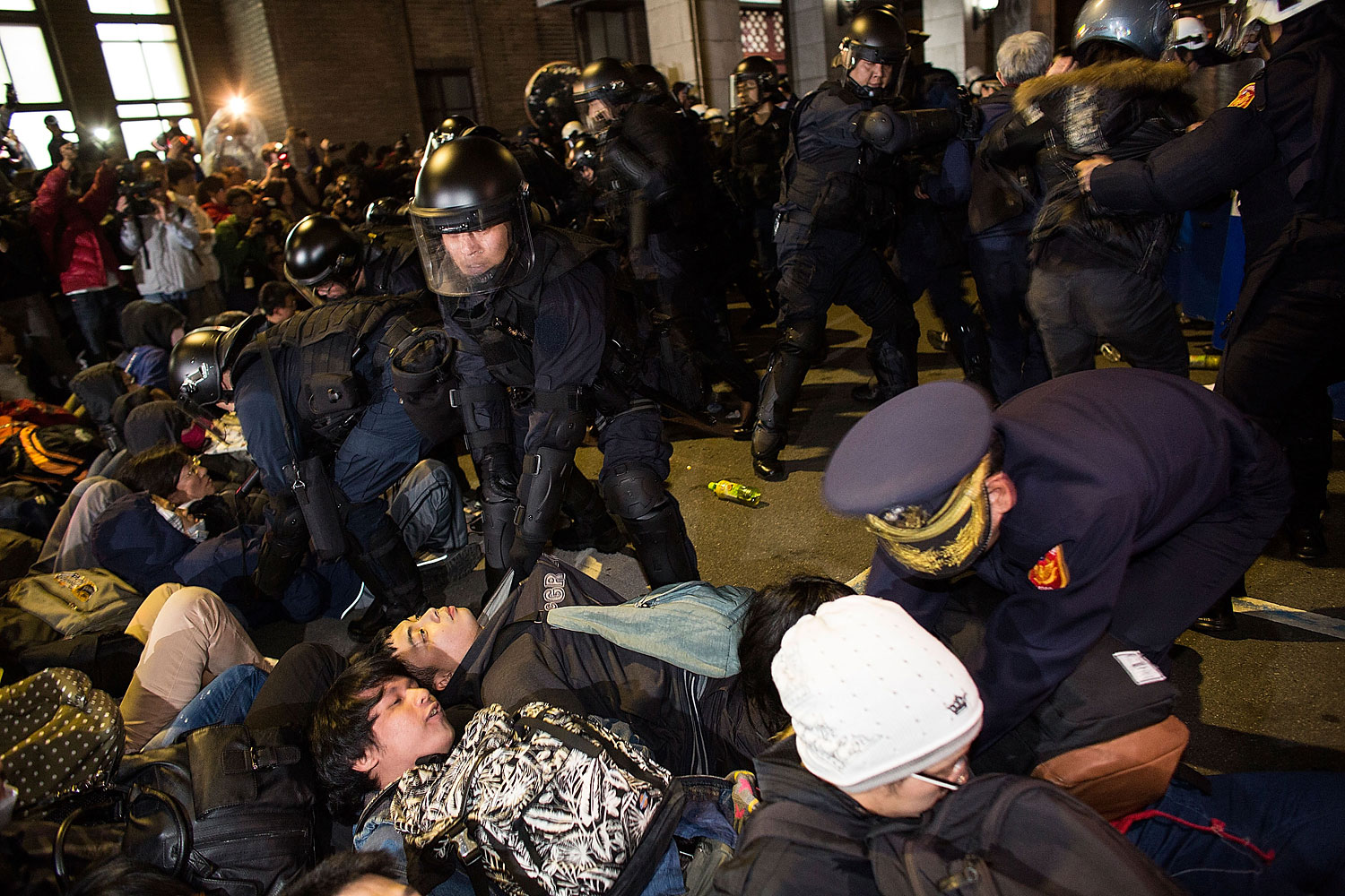 Riot police clash with student protesters outside the Executive Yuan, a branch of government in charge of administrative affairs for all of Taiwan on March 24, 2014 in Taipei, Taiwan.