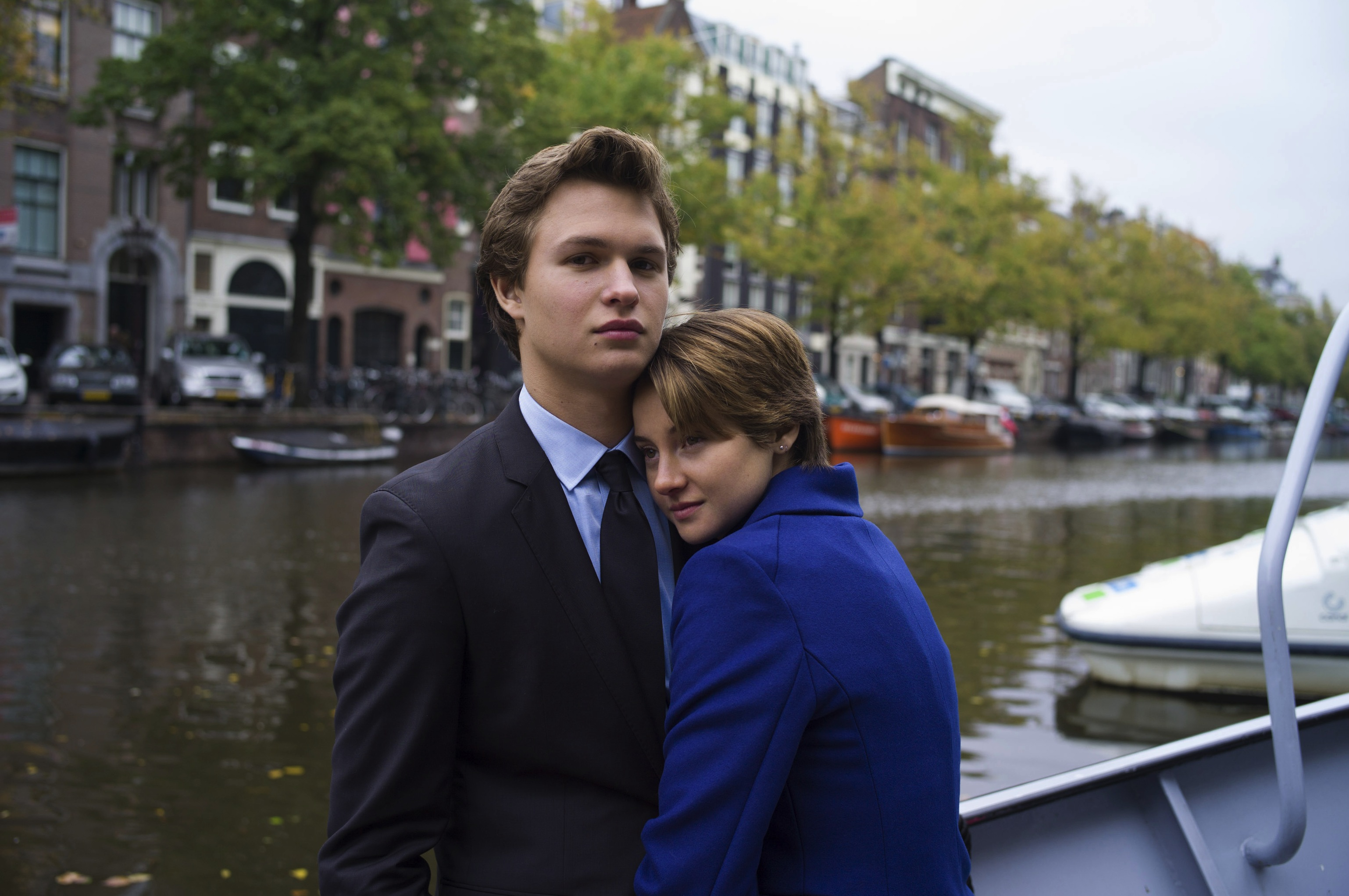 Hazel (Shailene Woodley) and Gus (Ansel Elgort)
