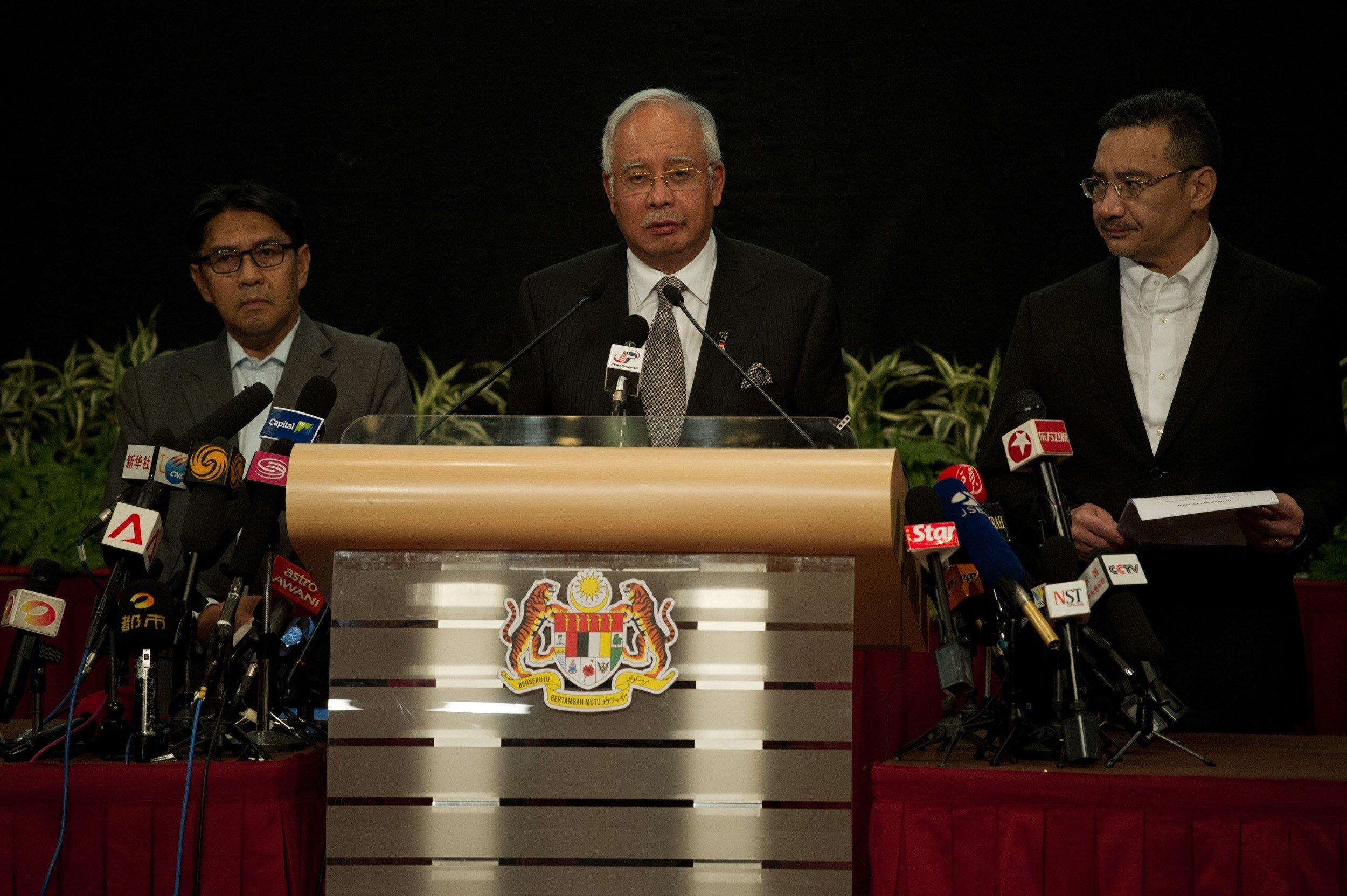 Malaysian Prime Minister Najib Razak, center, delivers a statement on the missing Malaysia Airlines Flight MH370 during a press conference in Kuala Lumpur on March 24, 2014