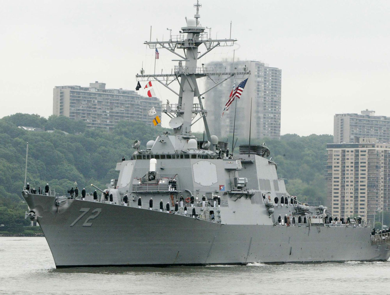 The USS Mahan moves up the Hudson River in New York during Fleet Week in 2004.