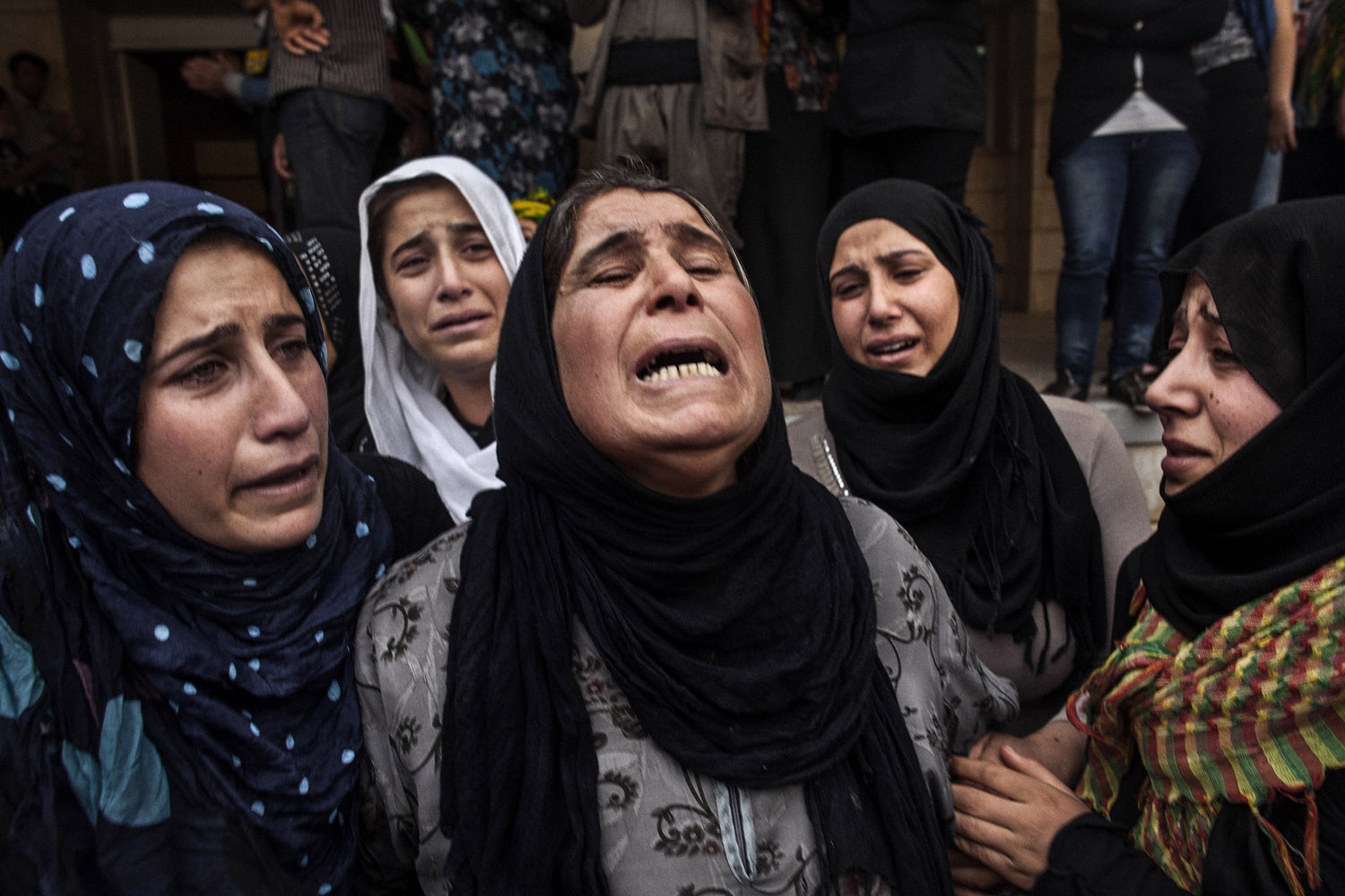 The mother of a YPG soldier who was killed in the fighting against the Nusra Front mourns his death in front of the morgue in al-Malikiyah (Derik).