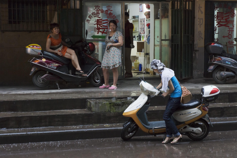 Shampoo Scene, Luzhou Sichuan, 2012