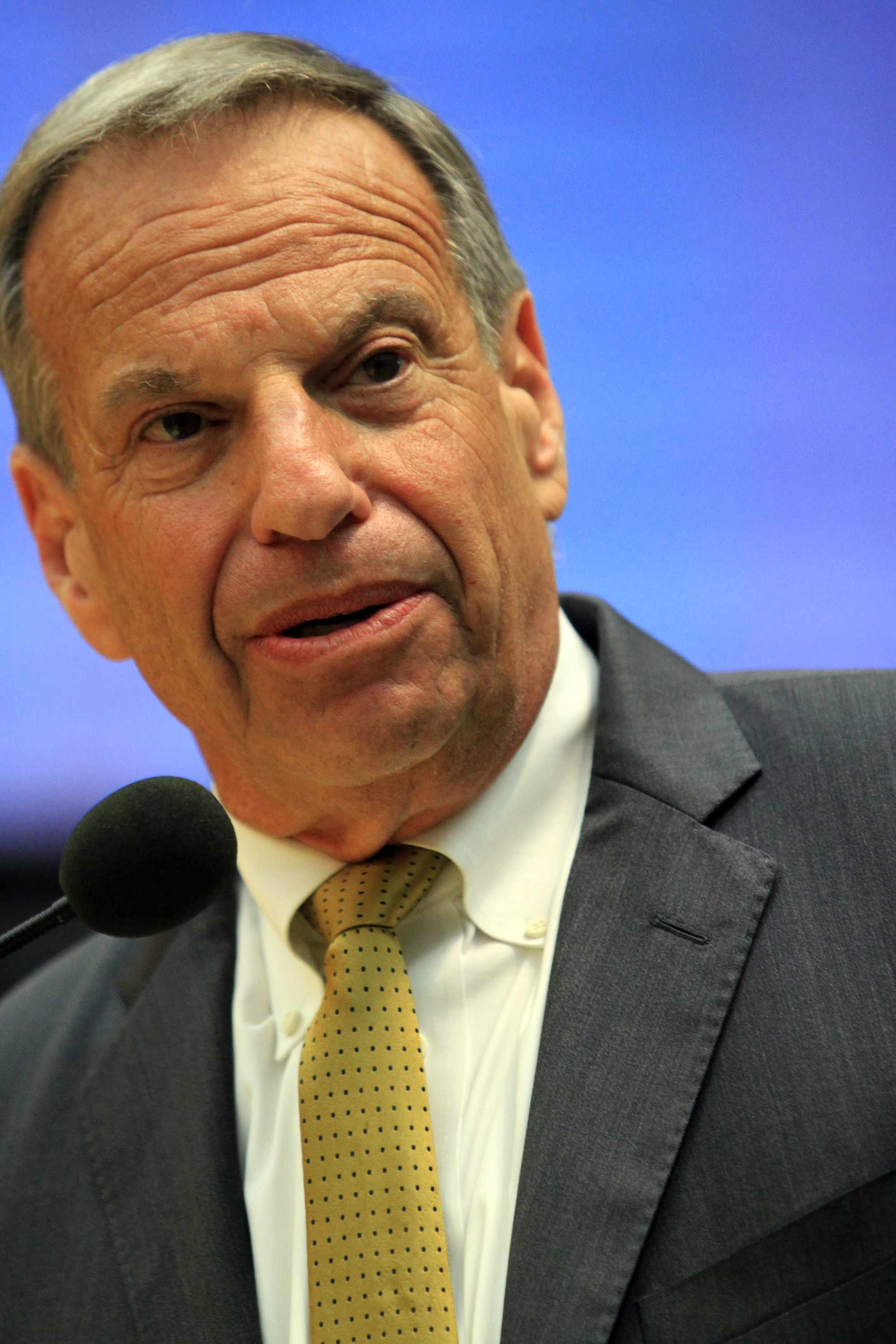 San Diego mayor Bob Filner announces his mayoral resignation to the city council on July 26, 2013 in San Diego, Calif.