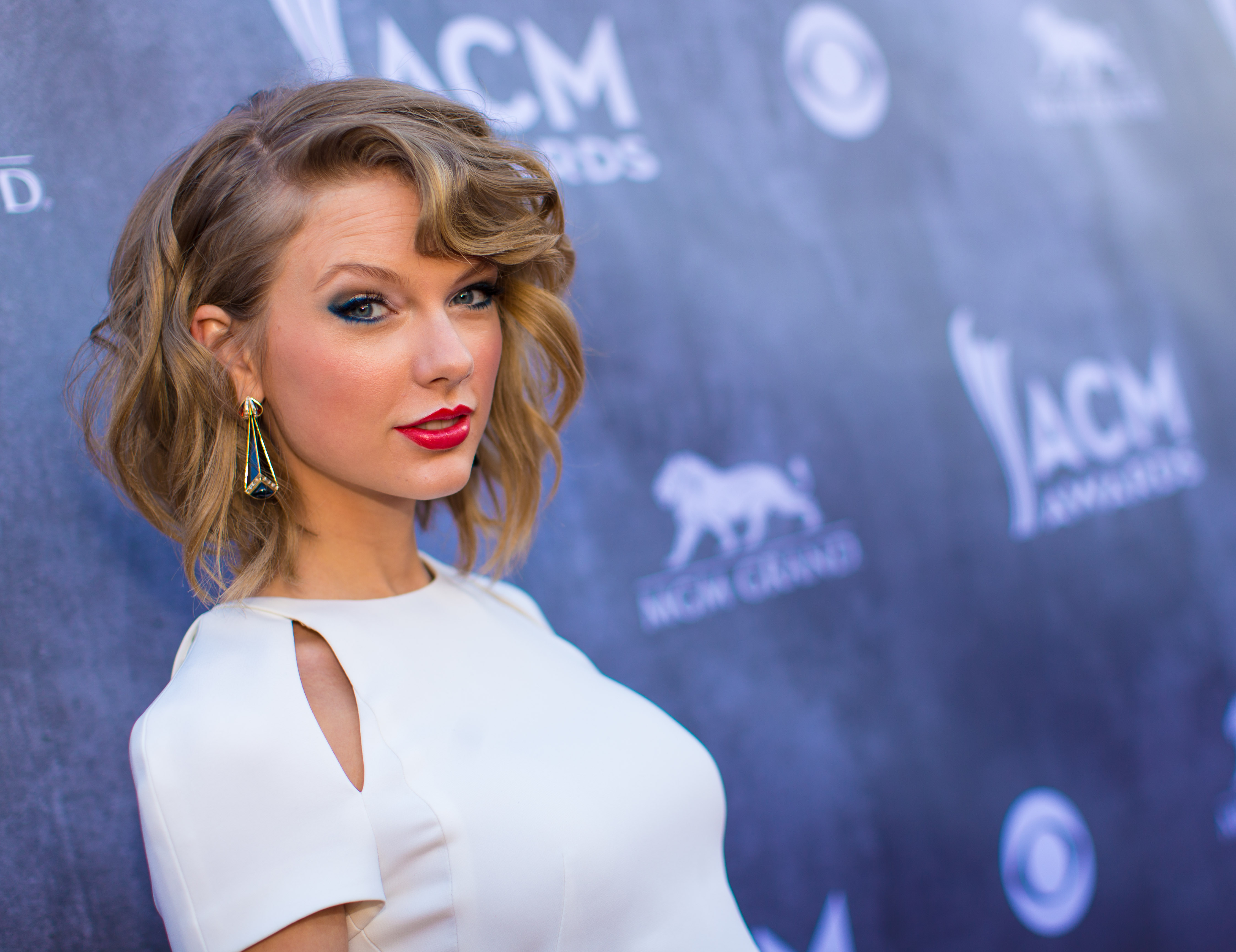 LAS VEGAS, NV - APRIL 06:  Recording artist Taylor Swift attends the 49th Annual Academy Of Country Music Awards at the MGM Grand Garden Arena on April 6, 2014 in Las Vegas, Nevada.  (Photo by Christopher Polk/ACMA2014/Getty Images for ACM)