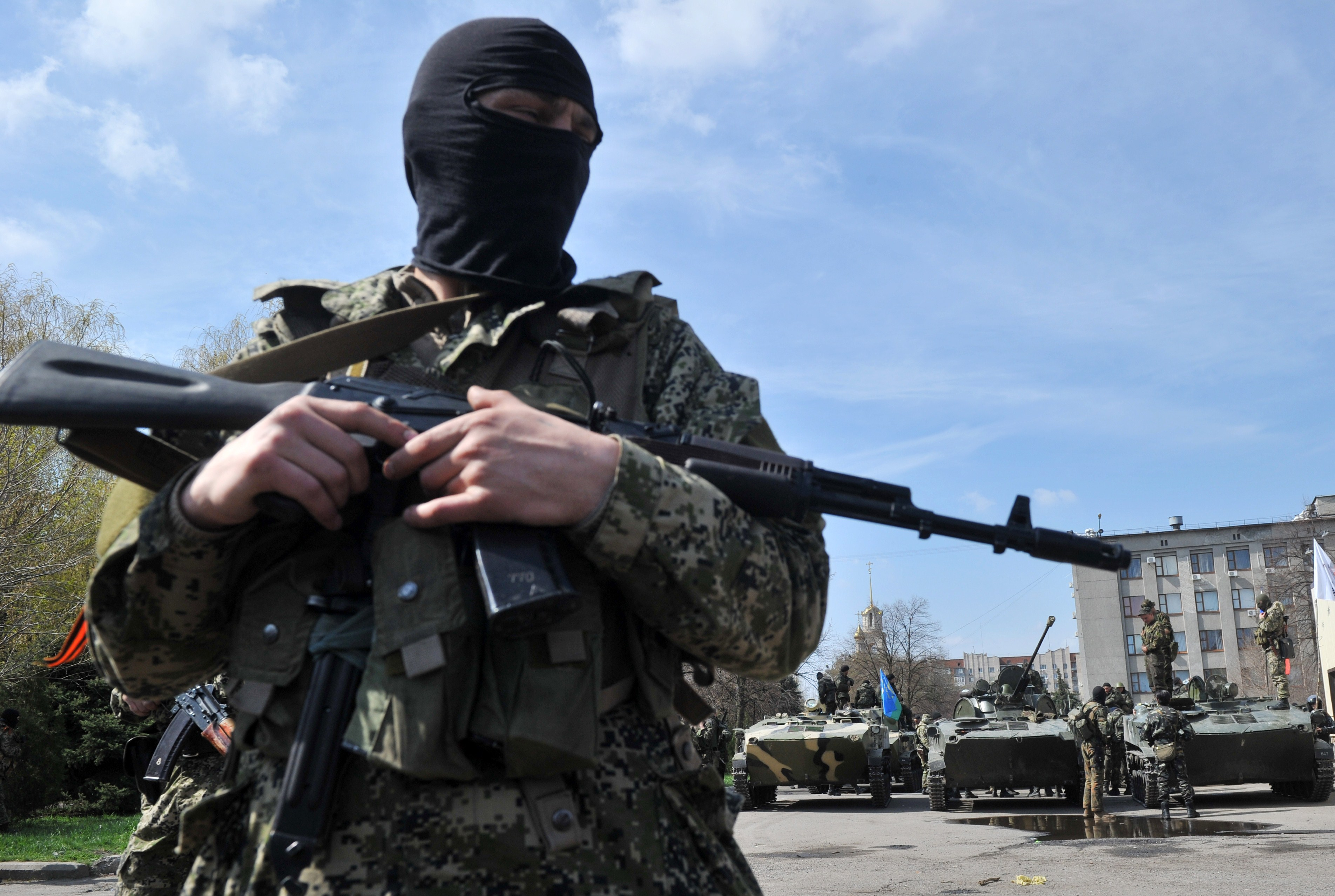 Armed militants outside the regional state building seized by pro-Russian separatists in the eastern Ukrainian city of Slavyansk on Wednesday.