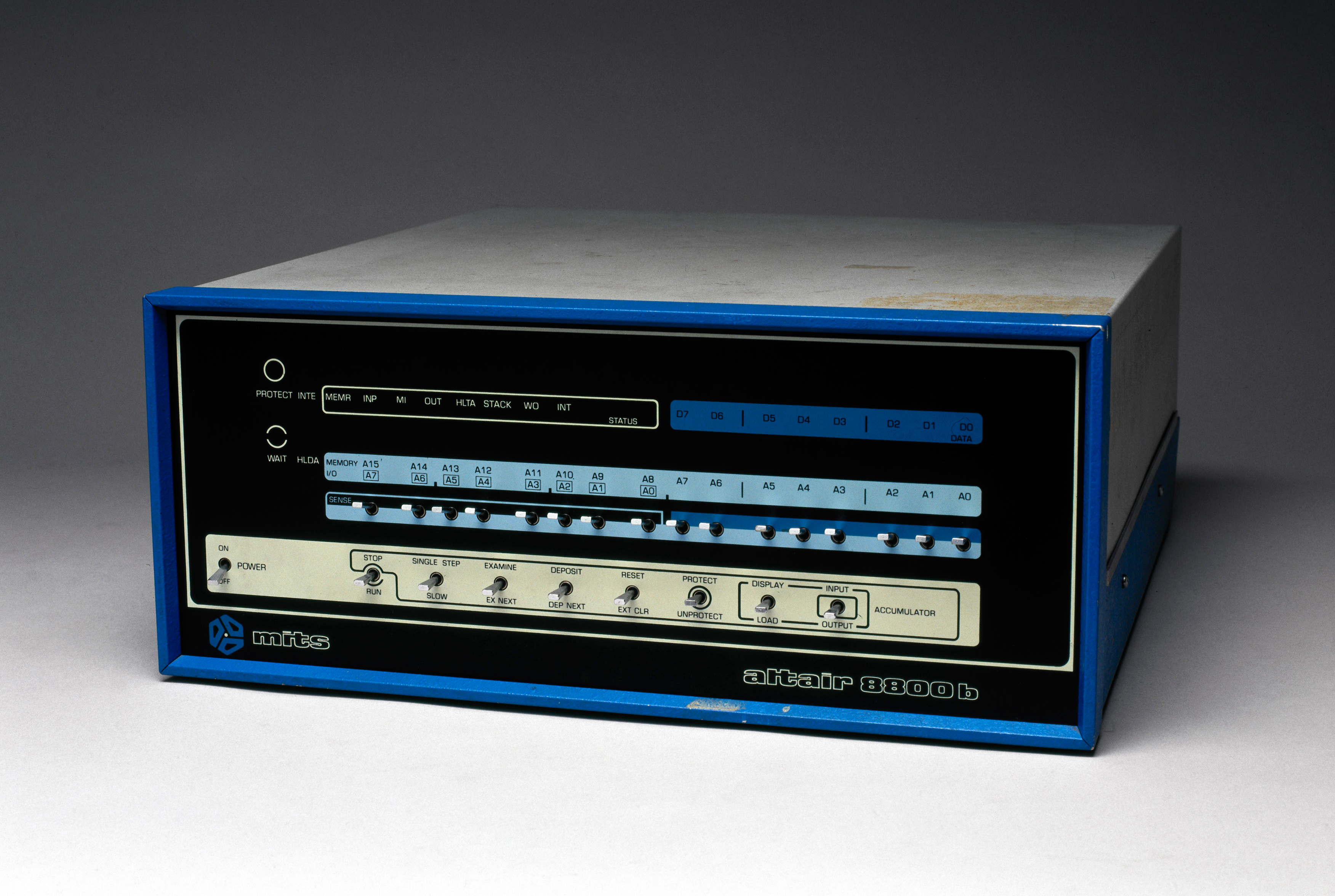 MITS' Altair 8800B (1976), one of the first microcomputers to run Microsoft BASIC
