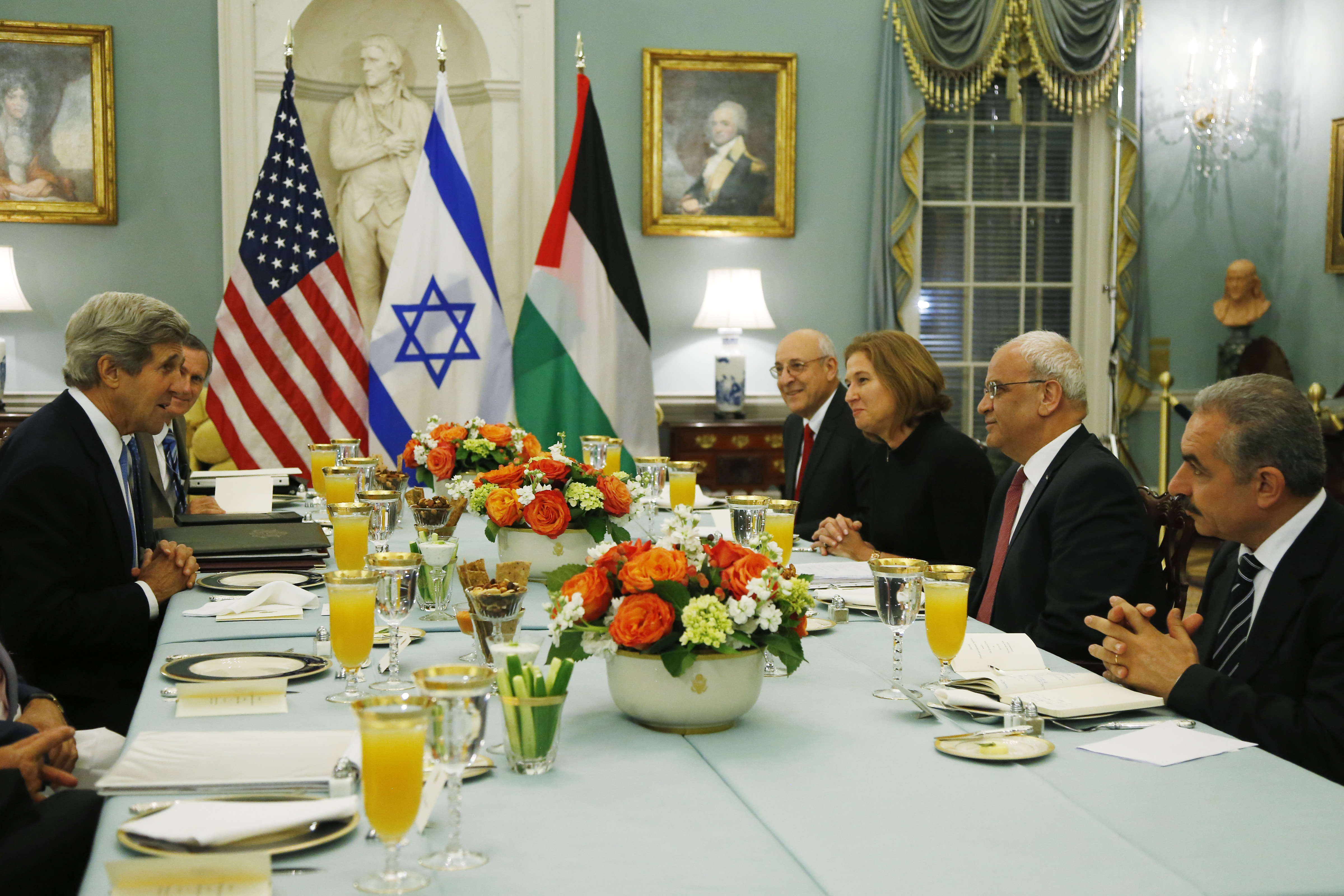 Secretary of State John Kerry, left, sits across from Israel's Justice Minister and chief negotiator Tzipi Livni, third right, Palestinian chief negotiator Saeb Erekat, second right, Yitzhak Molcho, an adviser to Israeli Prime Minister Benjamin Netanyahu, fourth right, and Mohammed Shtayyeh, aide to Palestinian President Mahmoud Abbas, right, at an Iftar dinner at the State Department in Washington, July 29, 2013.