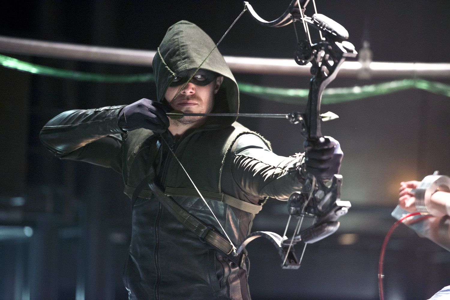 Stephen Amell as The Arrow in  The Man Under the Hood  episode.