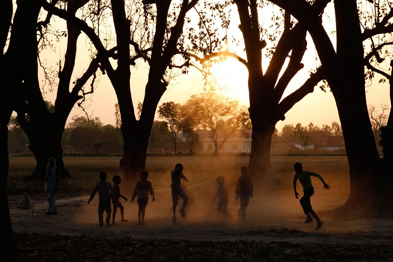 Indian children play at Krishna Nagar village on the outskirts of Allahabad, India, April 7, 2014.