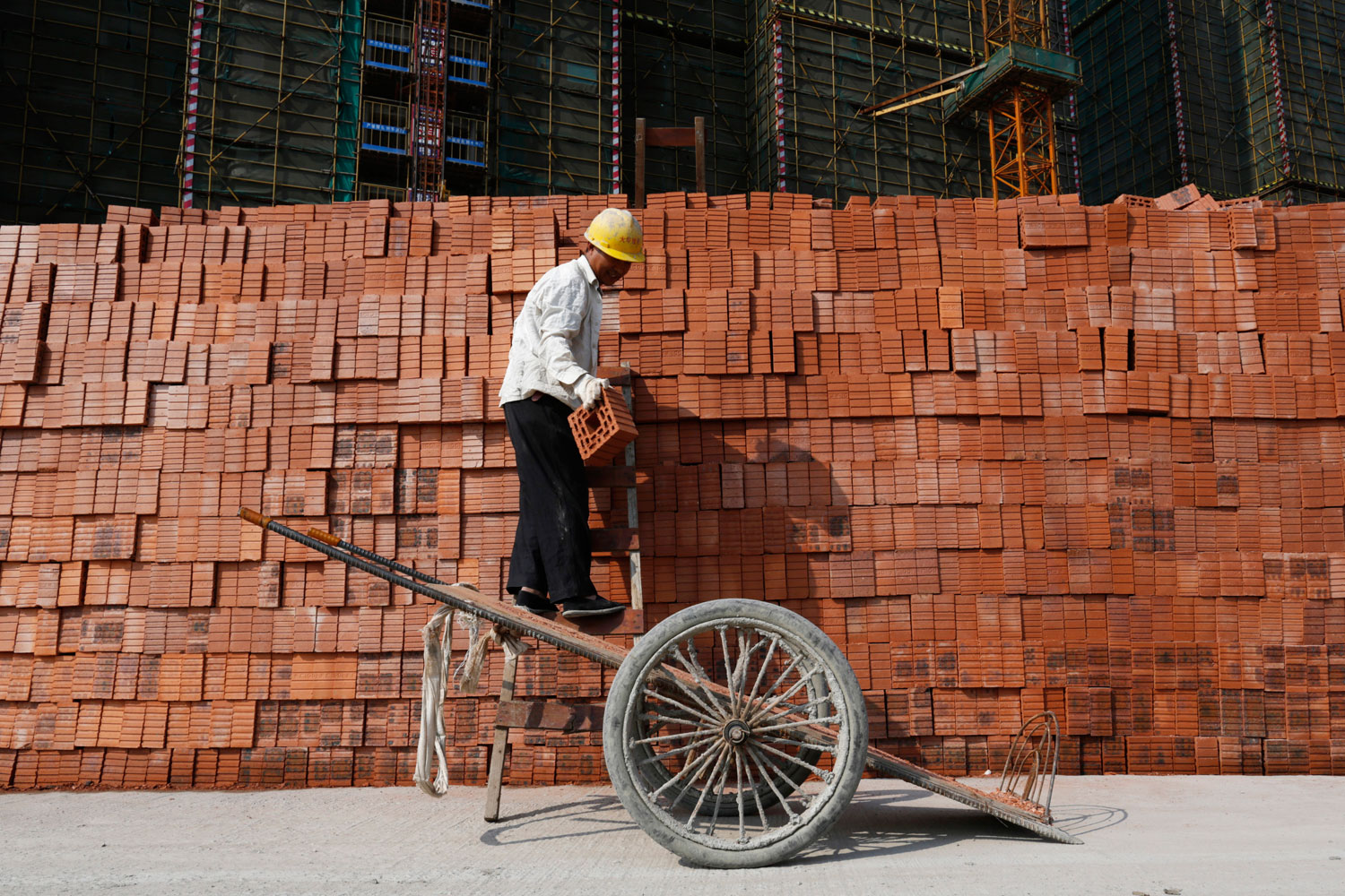 A labourer works at a construction site in Hangzhou, Zhejiang province, April 14, 2014. China's economy grew at its slowest pace in 18 months in the first quarter of 2014, official data showed on Wednesday.