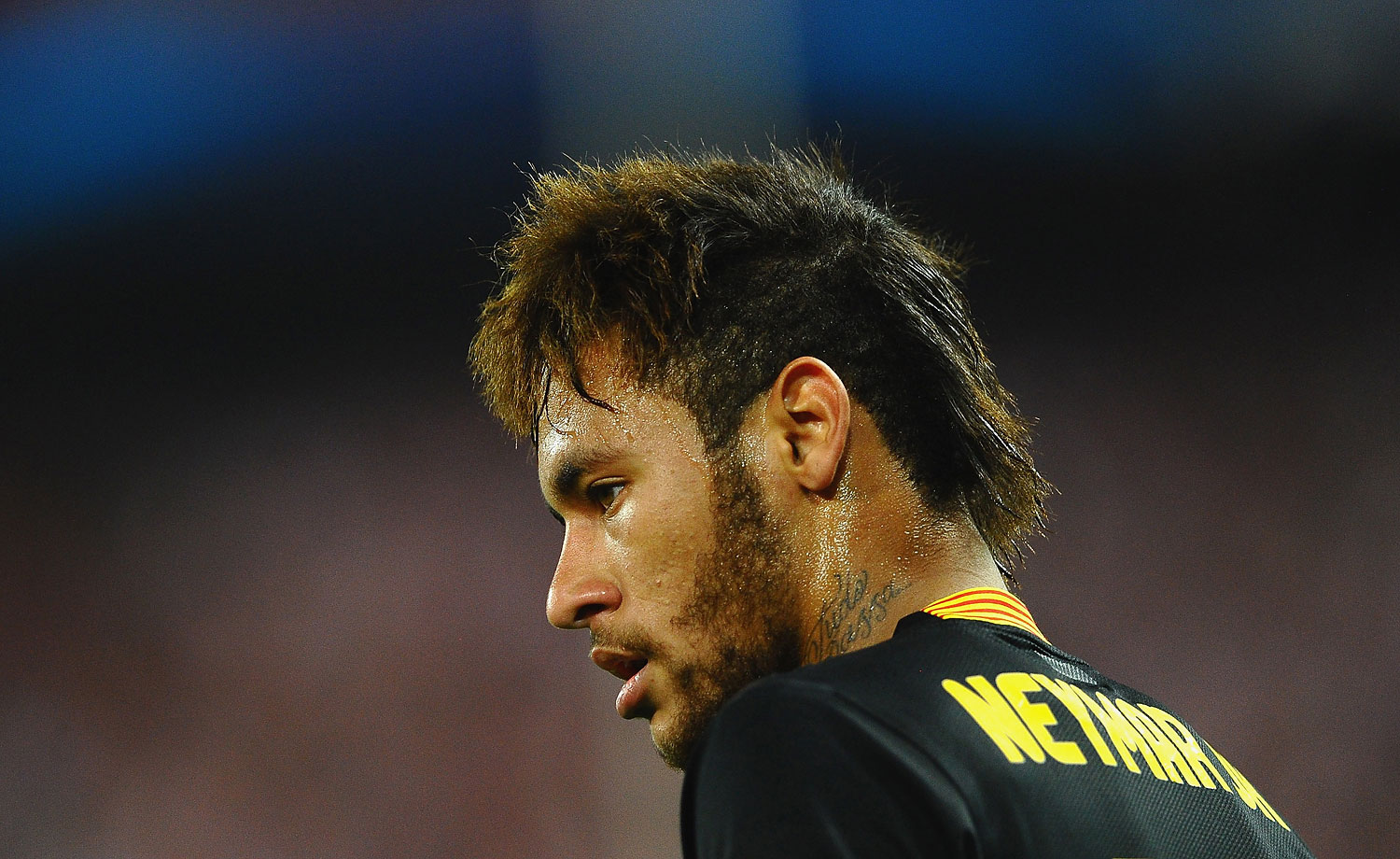 Neymar looks on during a match between Atlético Madrid and FC Barcelona at Vicente Calderón Stadium in Madrid on April 9, 2014