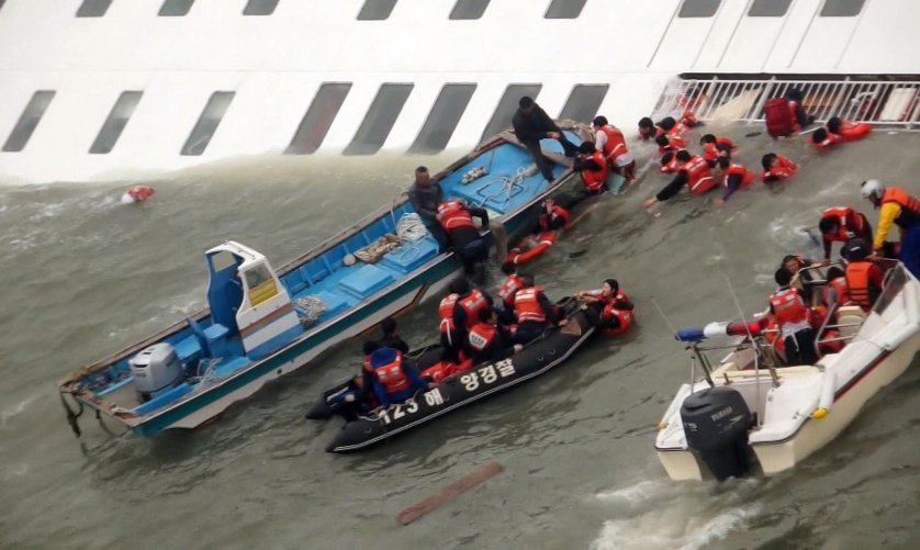 Passengers from a ferry sinking off South Korea's southern coast, are rescued by South Korean Coast guard in the water off the southern coast near Jindo, south of Seoul, April 16, 2014